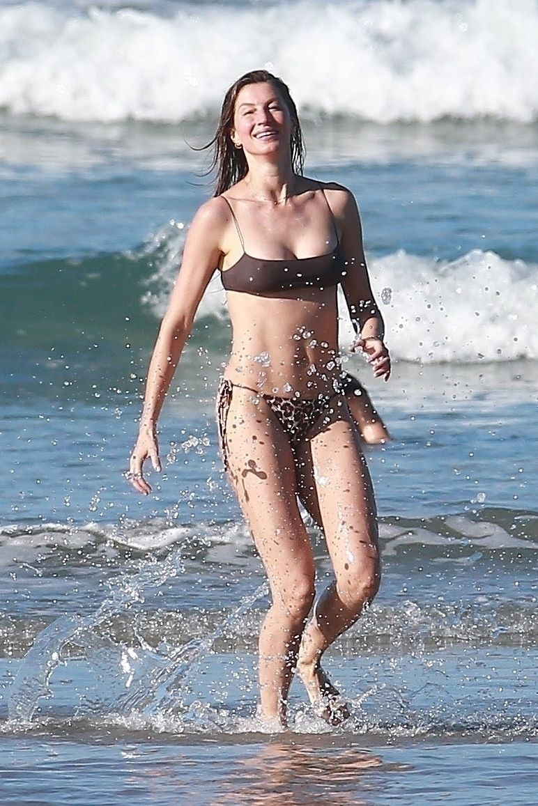 Gisele Bundchen Puts Her Incredible Bikini Body On Display During A Beach Photoshoot 0032