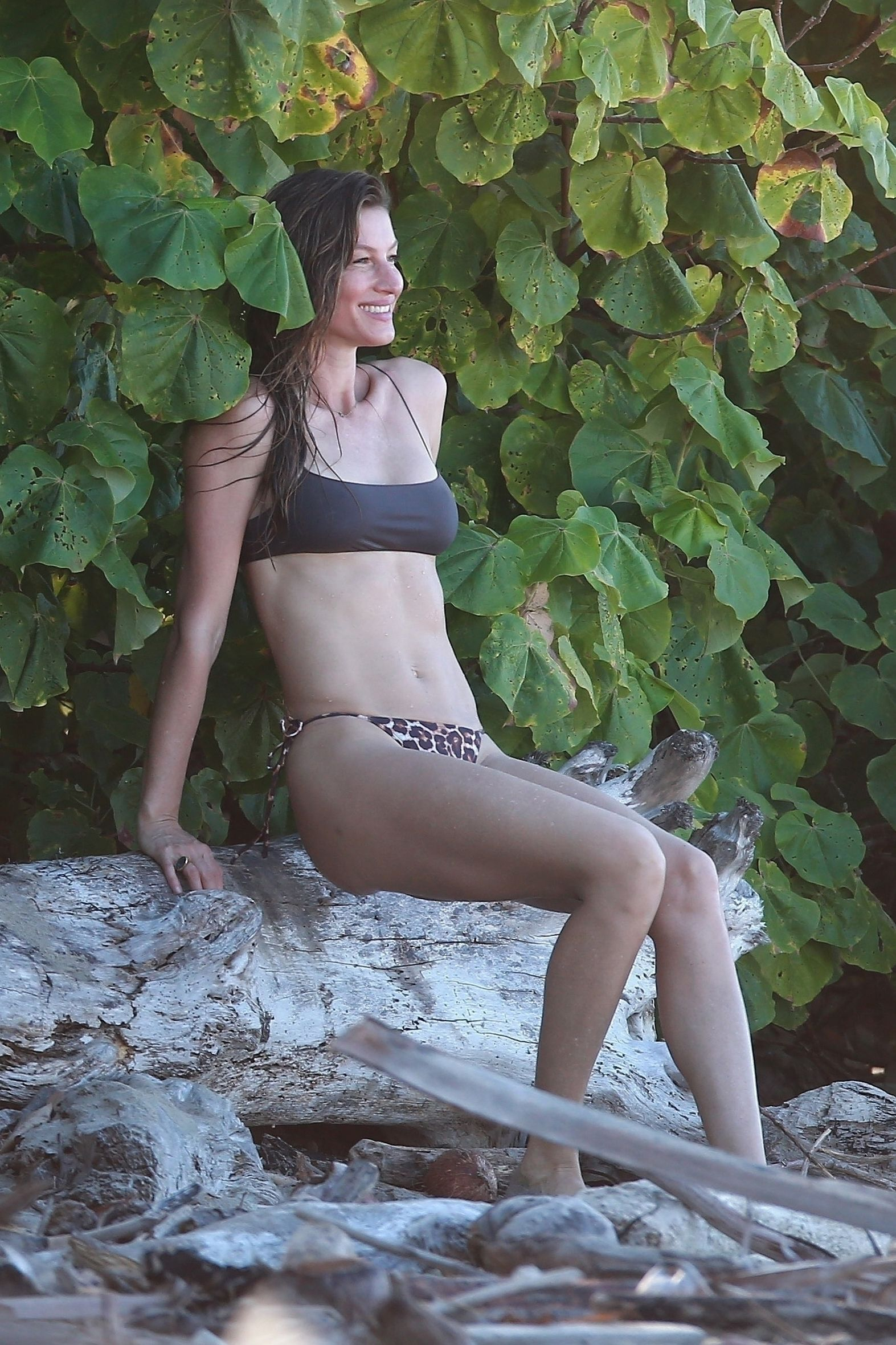 Gisele Bundchen Puts Her Incredible Bikini Body On Display During A Beach Photoshoot 0033