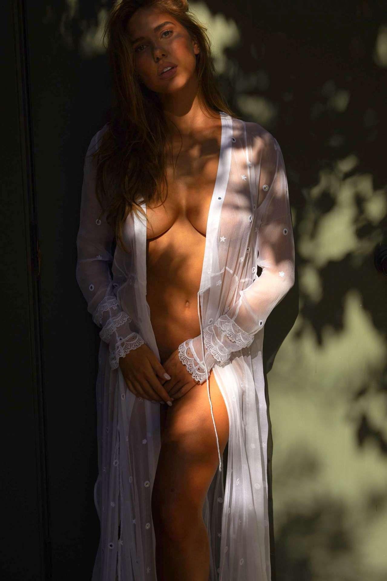 Kara Del Toro Nude & Sexy 0006