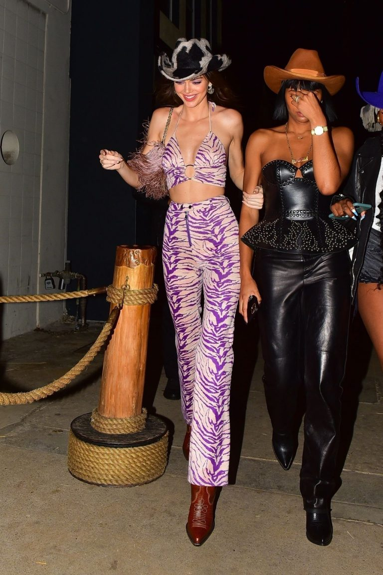 Kendall Jenner Gets Camera Shy While Leaving a Party at SHOREbar | TheFappening!