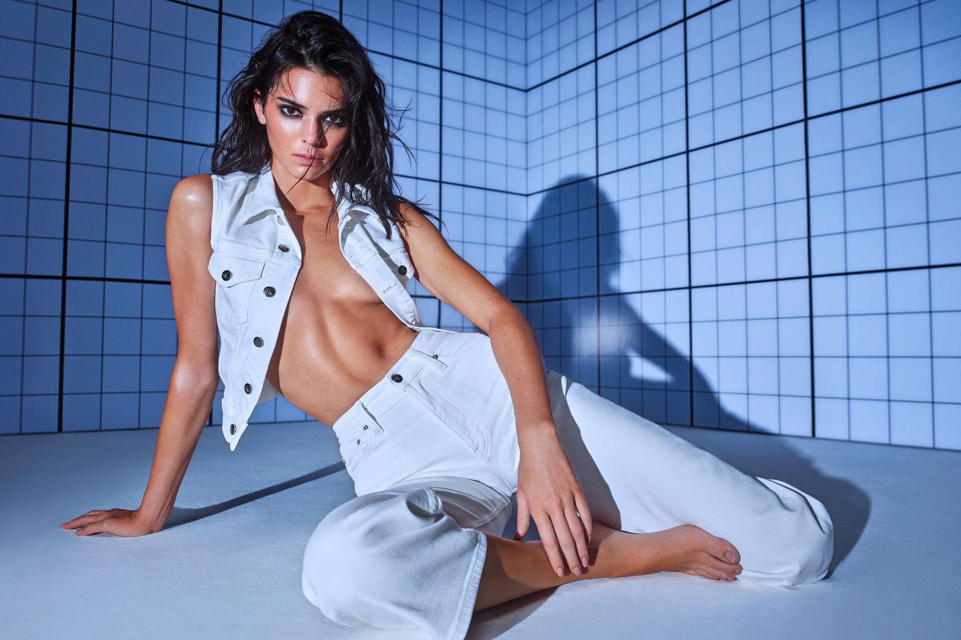 Kendall Jenner Presents Calvin Klein Collection 0001