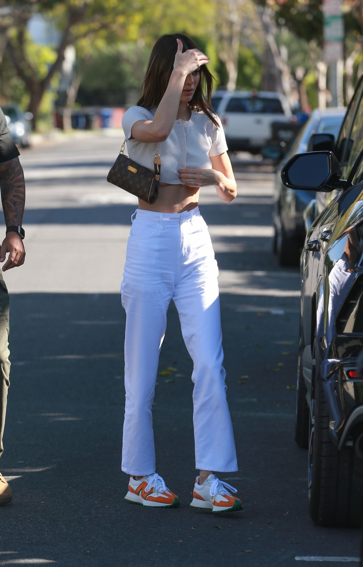 Kendall Jenner Puts Her Toned Tummy On Display For Lunch At Croft Alley 0015