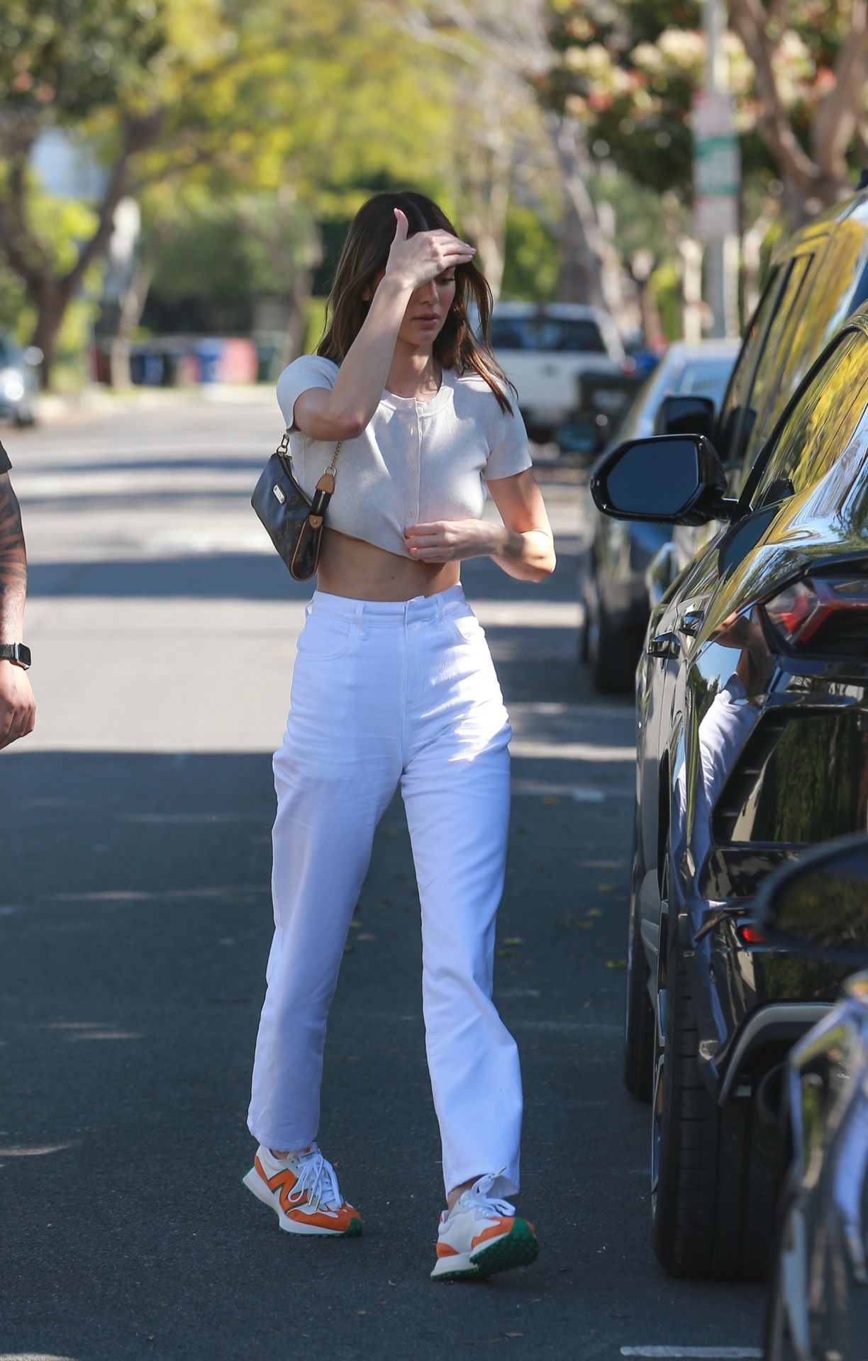 Kendall Jenner Puts Her Toned Tummy On Display For Lunch At Croft Alley 0032