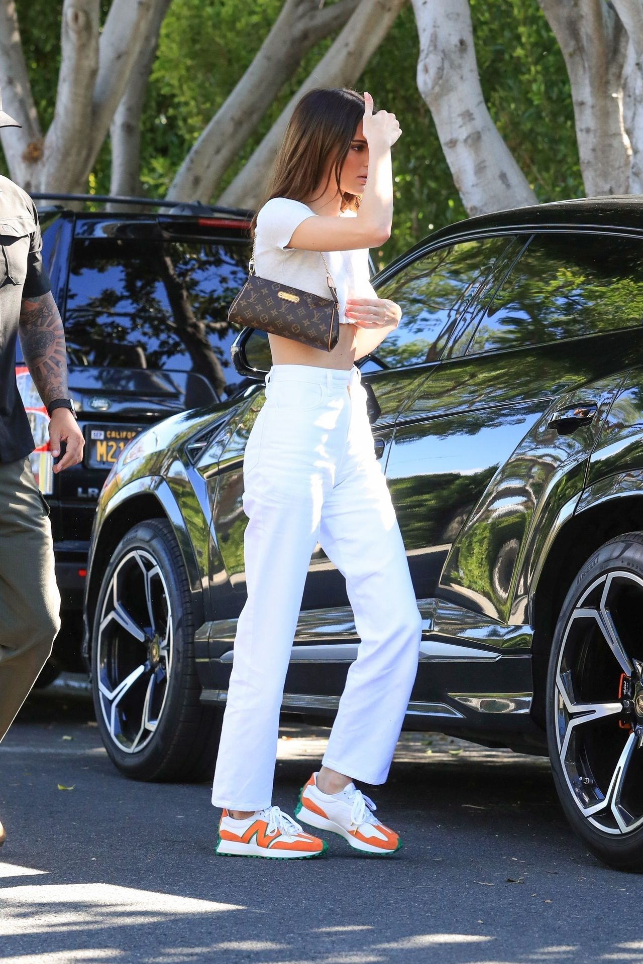 Kendall Jenner Puts Her Toned Tummy On Display For Lunch At Croft Alley 0048