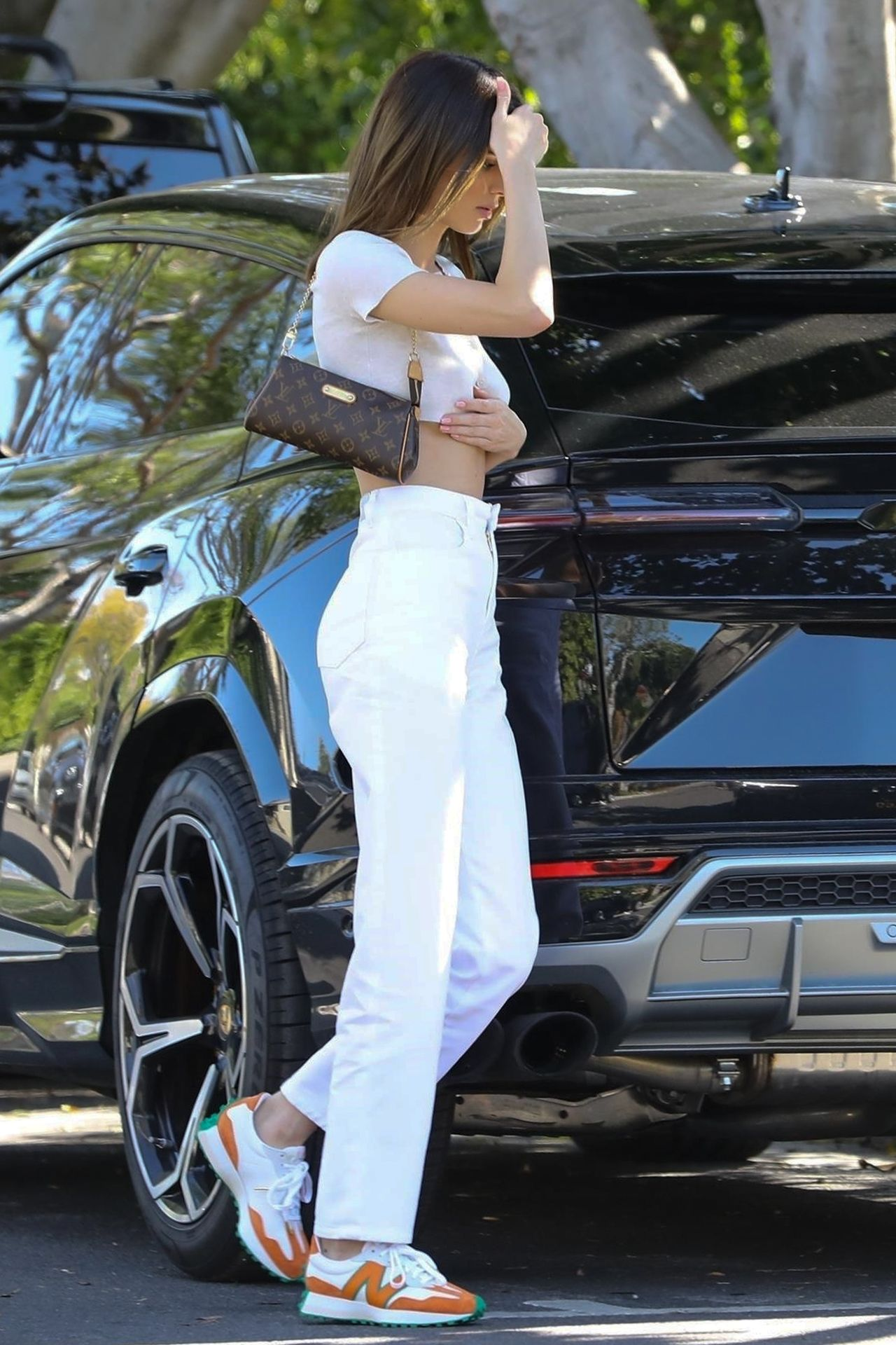 Kendall Jenner Puts Her Toned Tummy On Display For Lunch At Croft Alley 0065