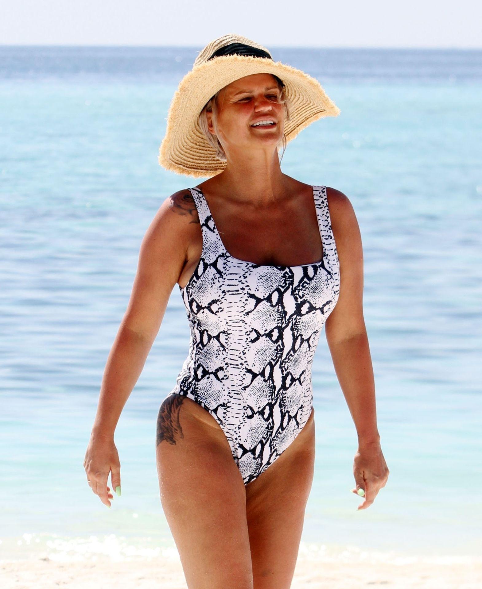Kerry Katona & Ryan Mahoney Hit The Beach On Holiday At Their Luxury 5 Star Resort Ayada Maldives 0004