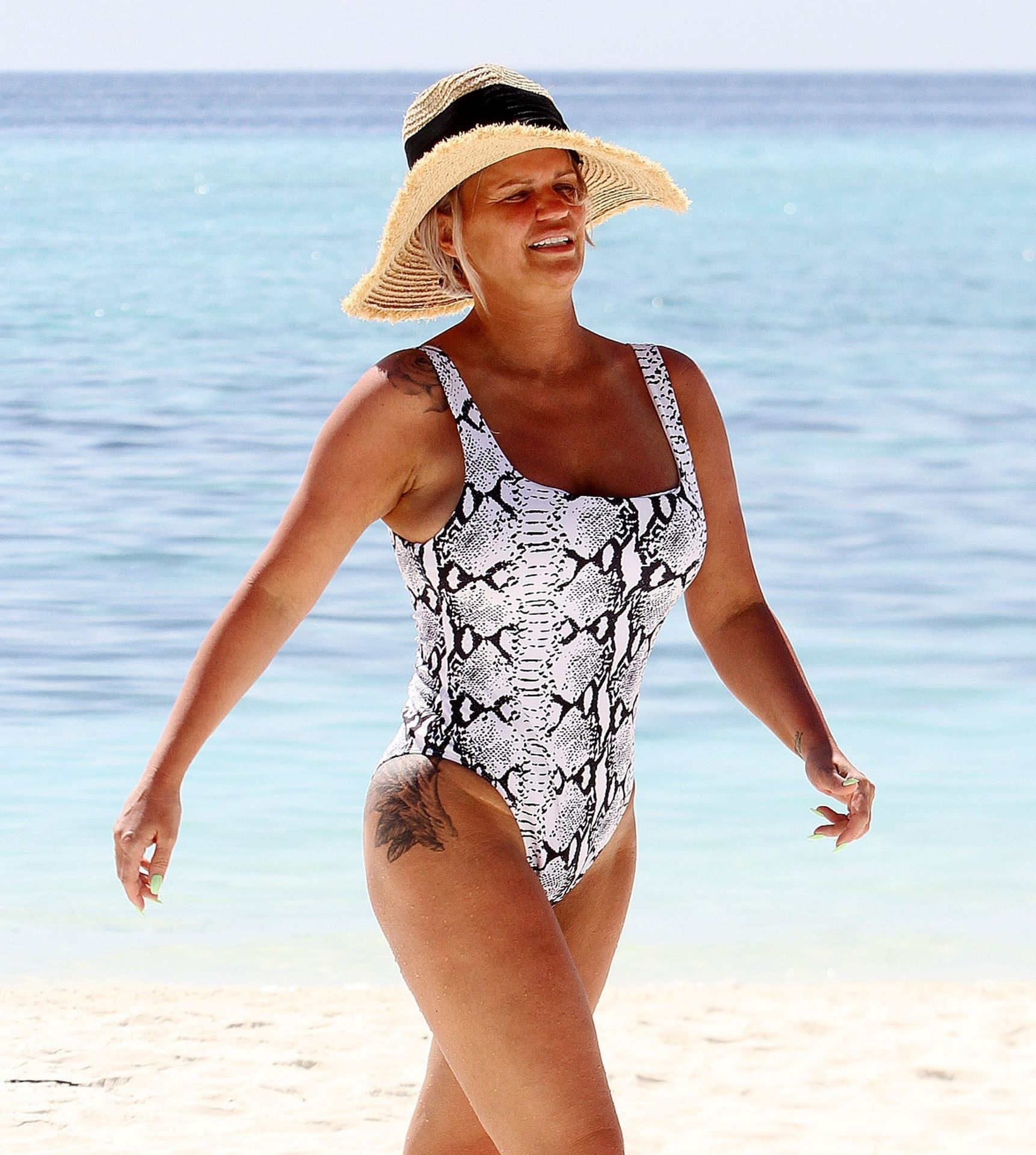 Kerry Katona & Ryan Mahoney Hit The Beach On Holiday At Their Luxury 5 Star Resort Ayada Maldives 0007
