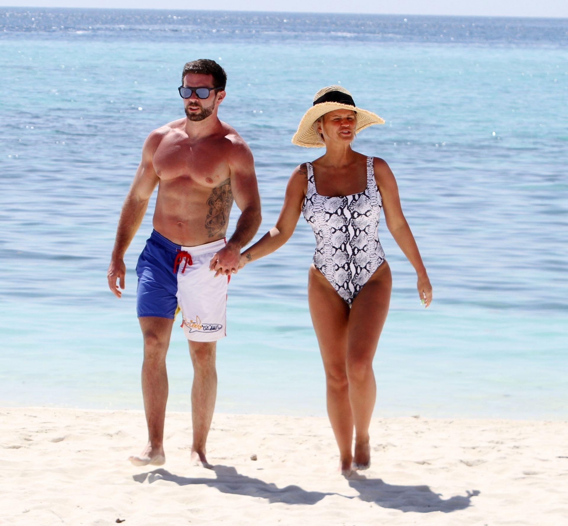 Kerry Katona & Ryan Mahoney Hit The Beach On Holiday At Their Luxury 5 Star Resort Ayada Maldives 0008