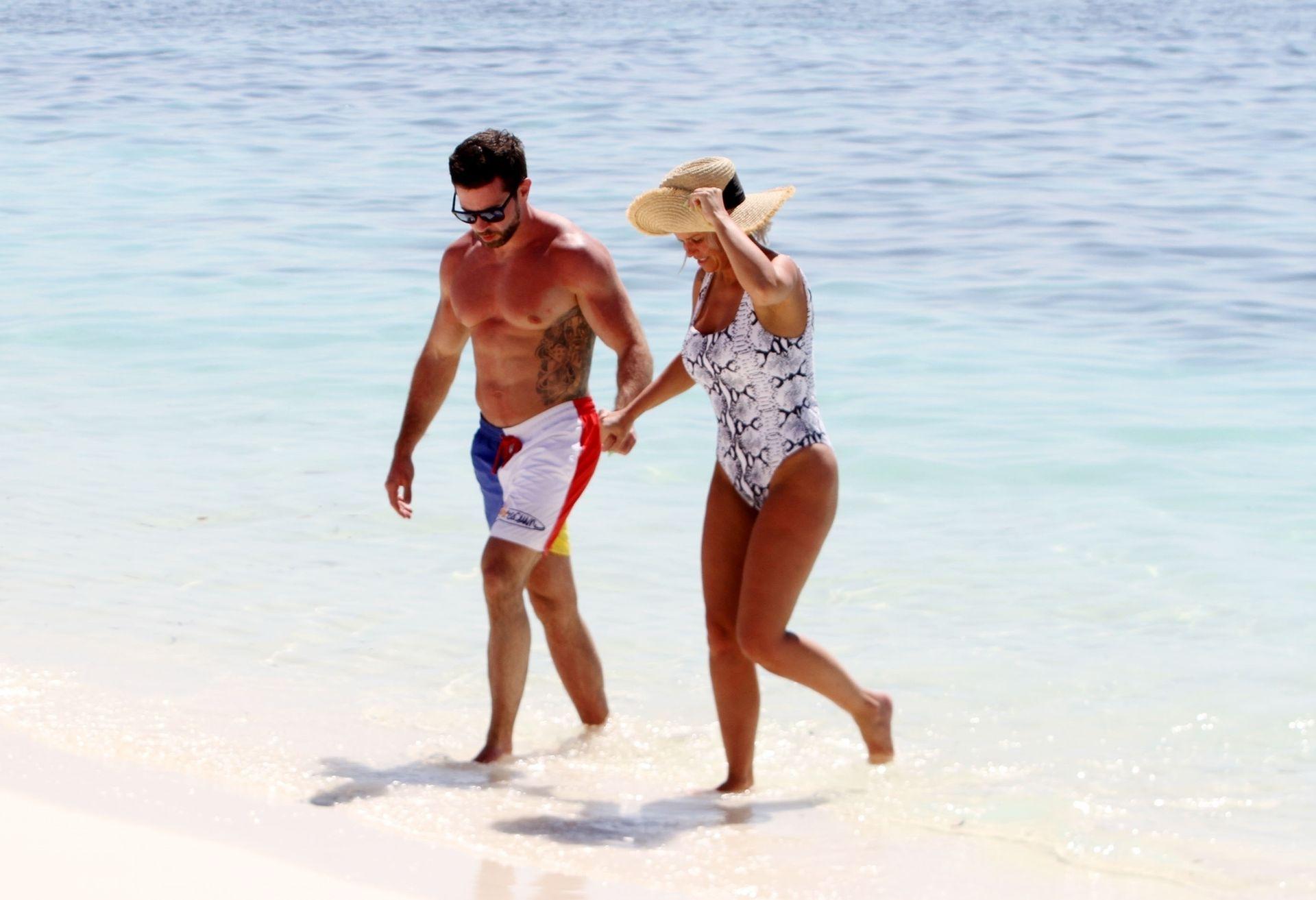 Kerry Katona & Ryan Mahoney Hit The Beach On Holiday At Their Luxury 5 Star Resort Ayada Maldives 0012