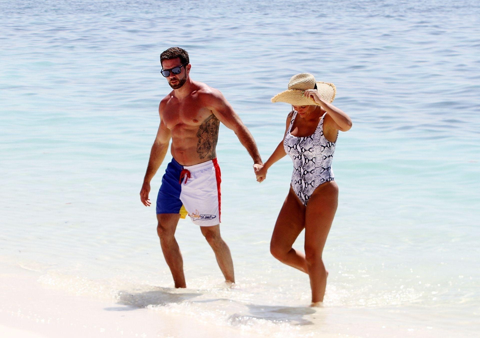 Kerry Katona & Ryan Mahoney Hit The Beach On Holiday At Their Luxury 5 Star Resort Ayada Maldives 0013