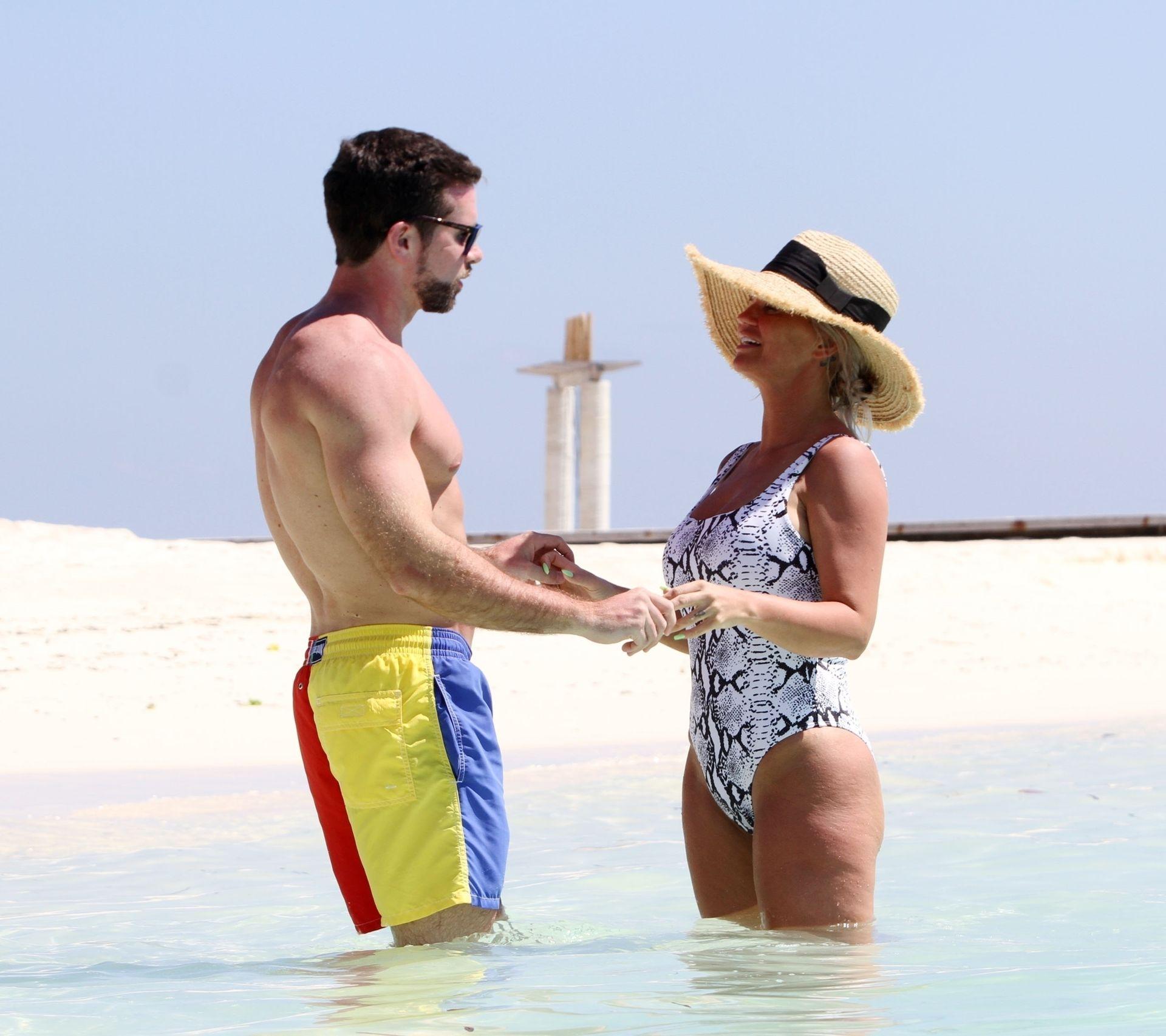 Kerry Katona & Ryan Mahoney Hit The Beach On Holiday At Their Luxury 5 Star Resort Ayada Maldives 0019