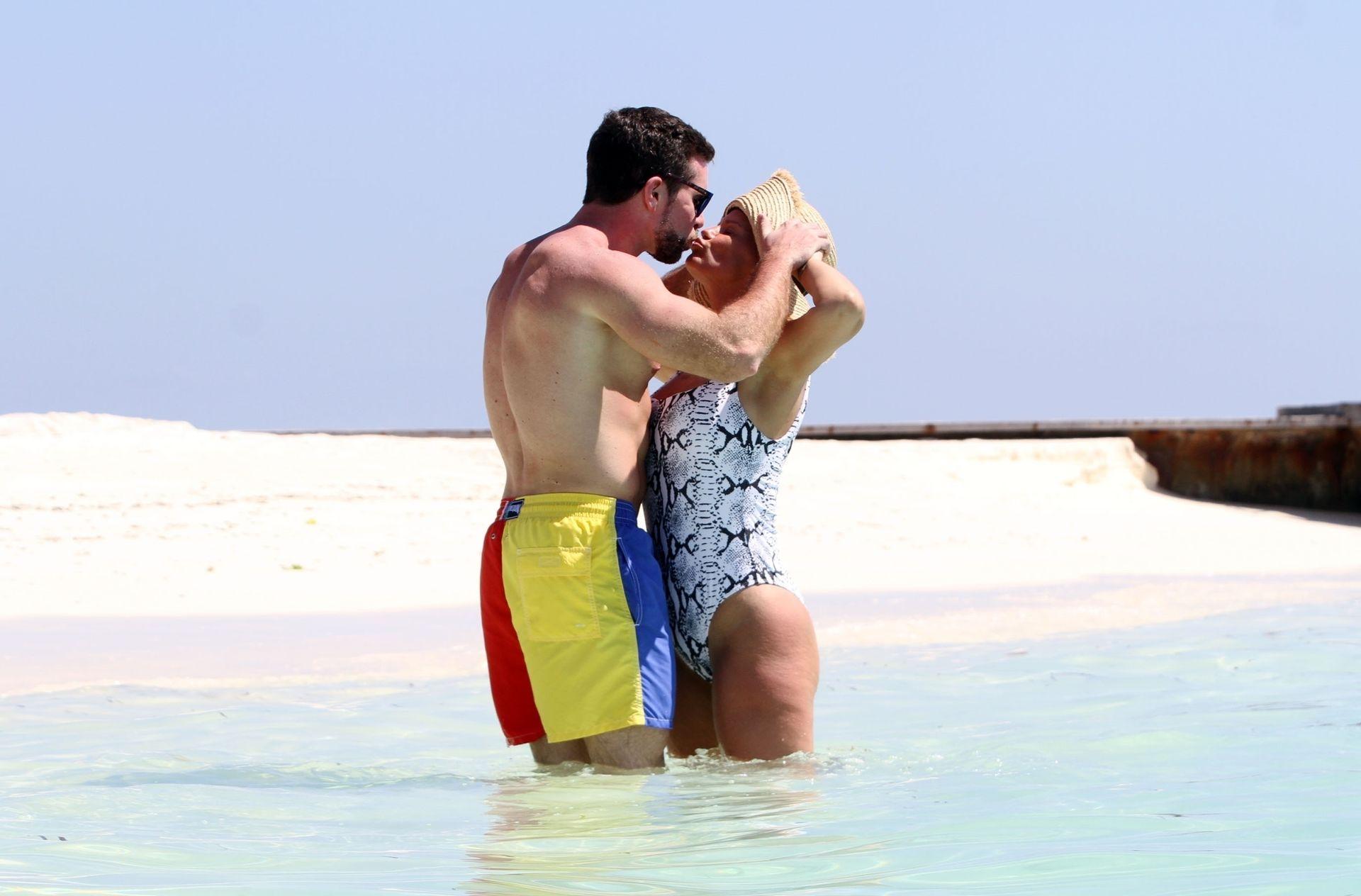 Kerry Katona & Ryan Mahoney Hit The Beach On Holiday At Their Luxury 5 Star Resort Ayada Maldives 0022