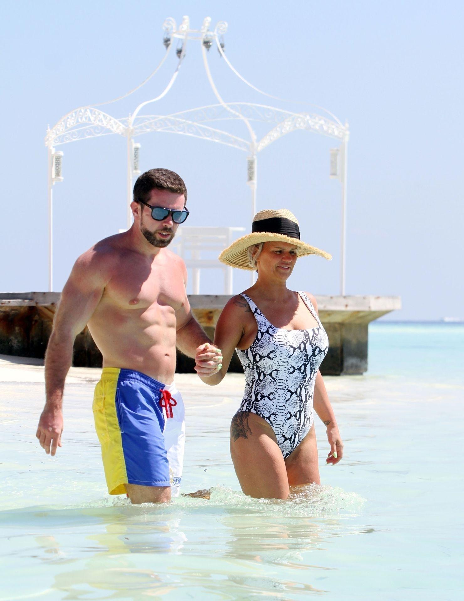 Kerry Katona & Ryan Mahoney Hit The Beach On Holiday At Their Luxury 5 Star Resort Ayada Maldives 0028