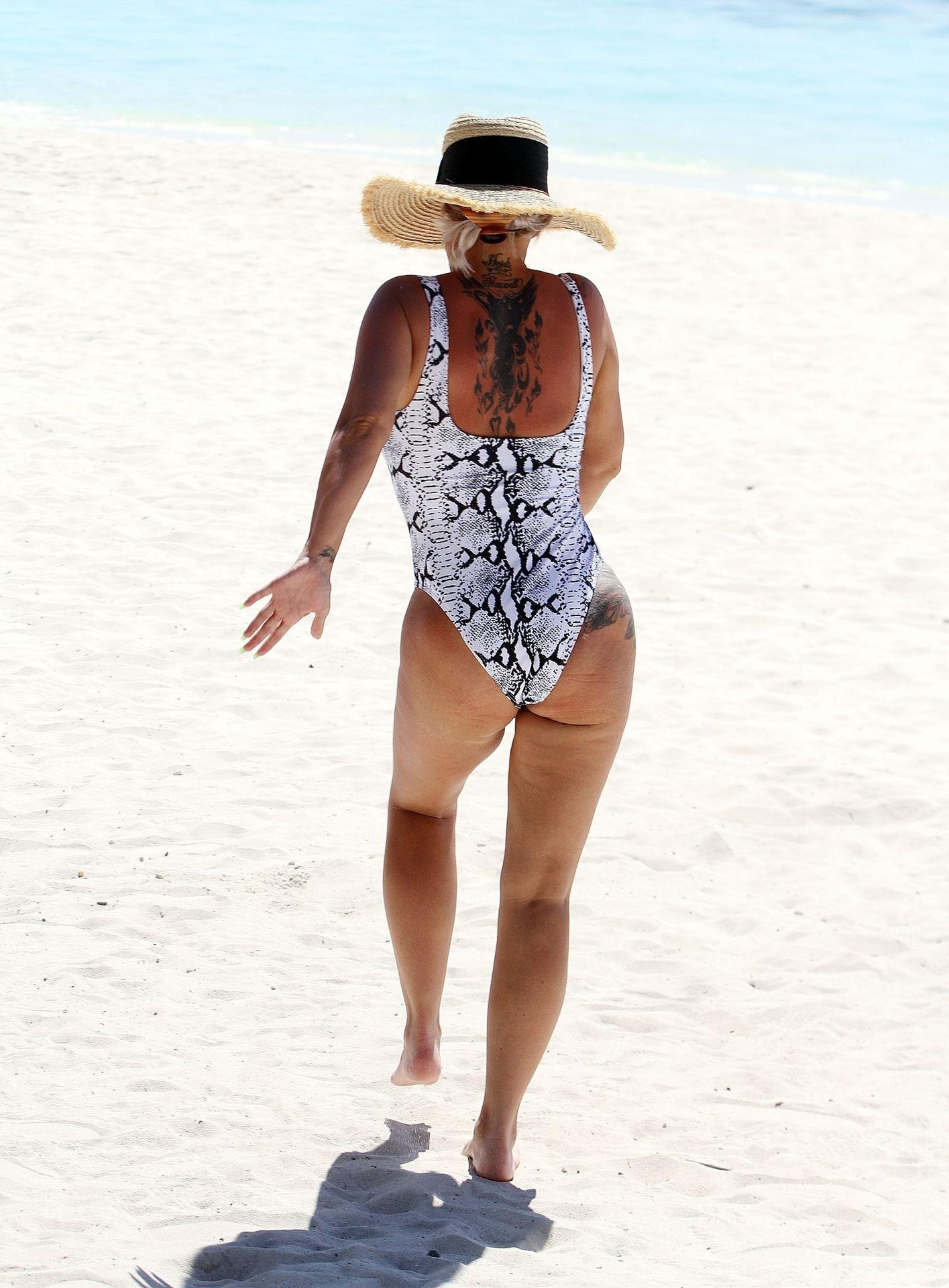 Kerry Katona & Ryan Mahoney Hit The Beach On Holiday At Their Luxury 5 Star Resort Ayada Maldives 0034