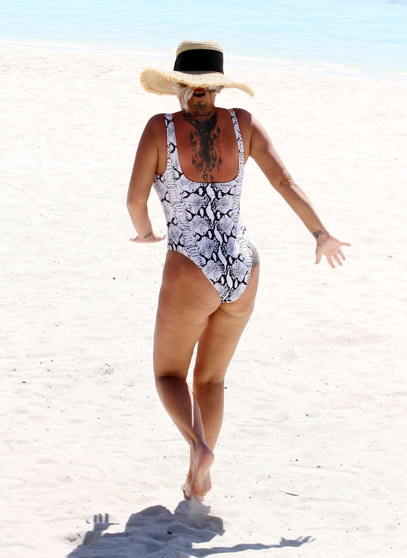 Kerry Katona & Ryan Mahoney Hit The Beach On Holiday At Their Luxury 5 Star Resort Ayada Maldives 0035