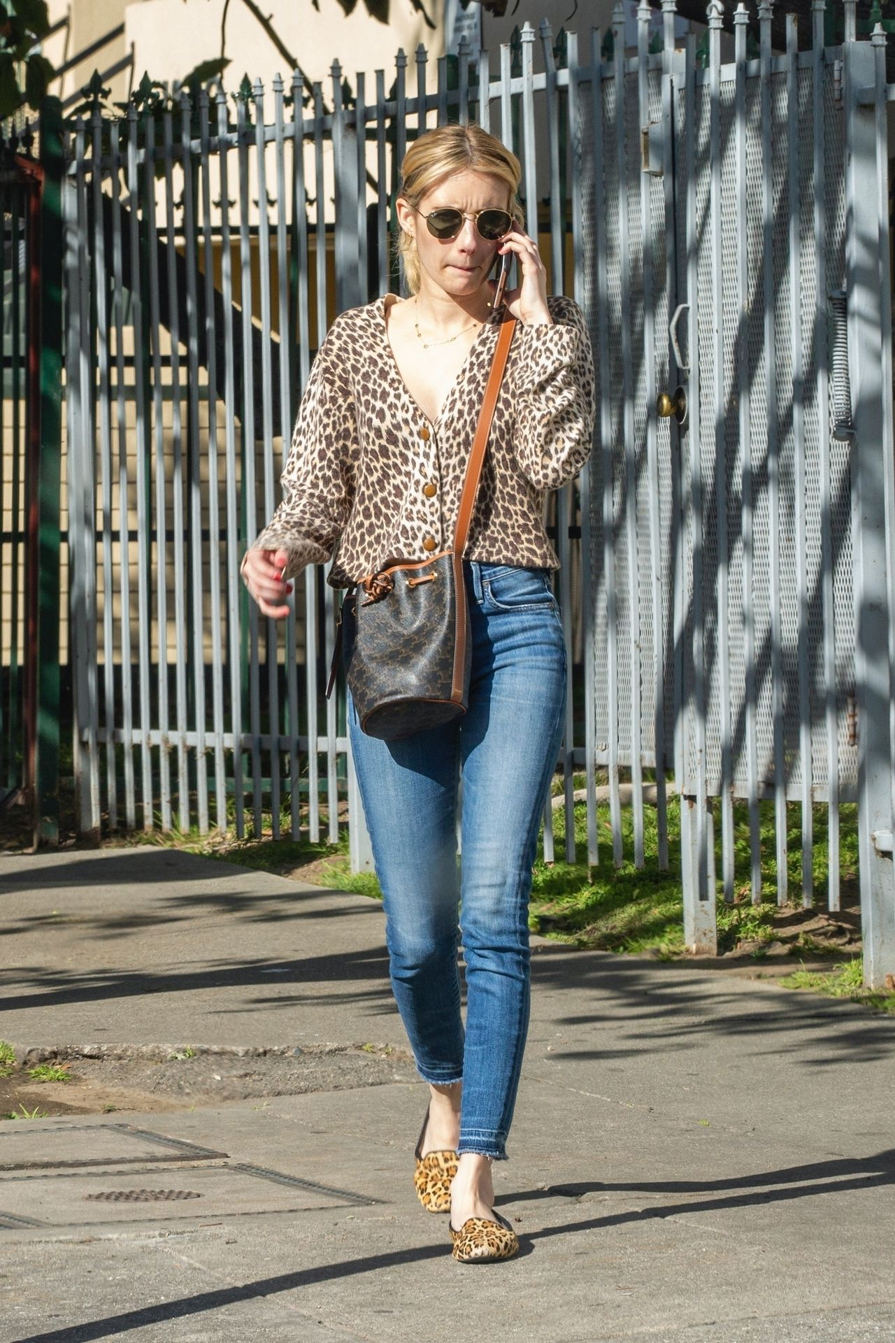Kristen Stewart Brings Emma Roberts With Her To Check Out A New Apartment In Los Feliz 0002