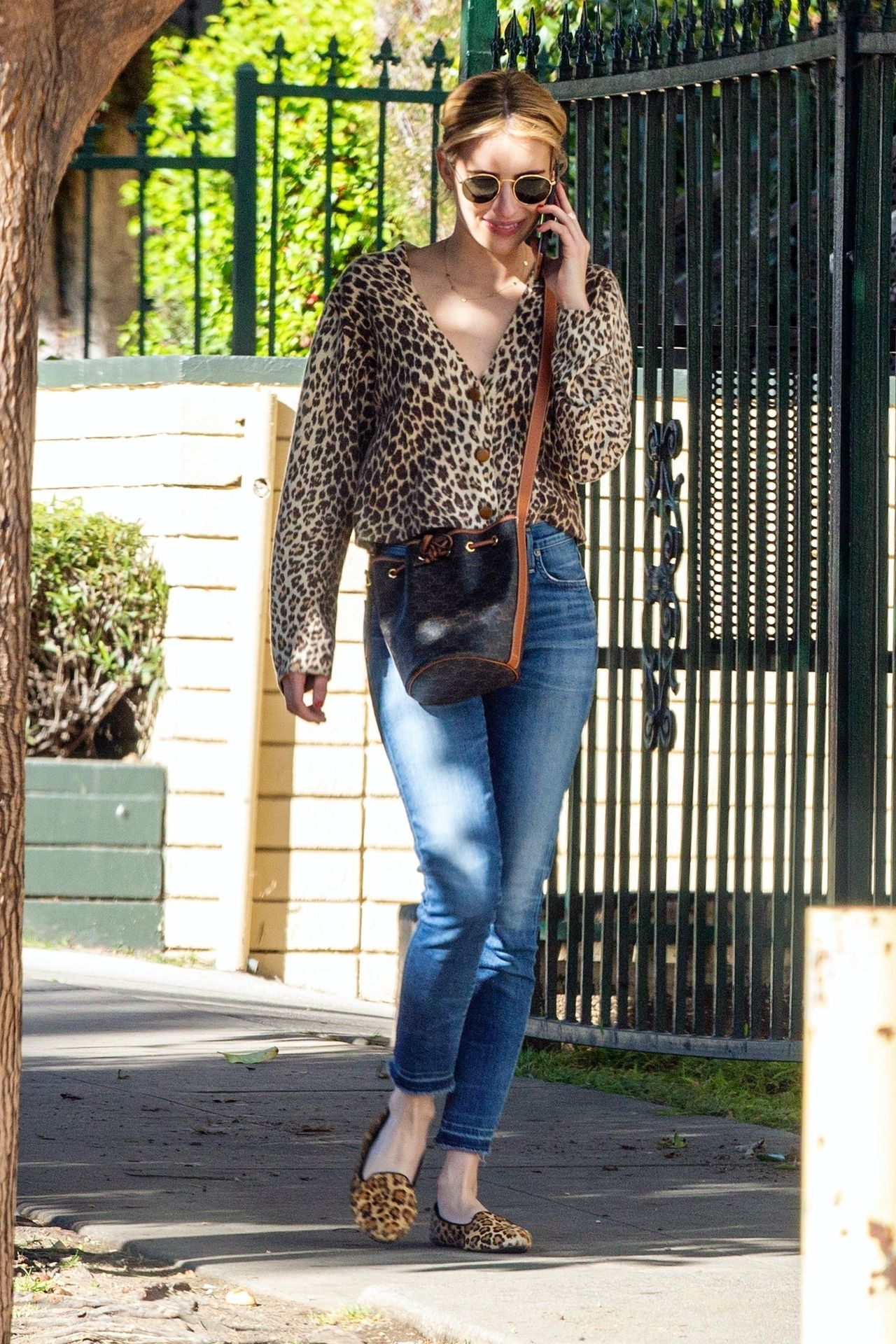 Kristen Stewart Brings Emma Roberts With Her To Check Out A New Apartment In Los Feliz 0018