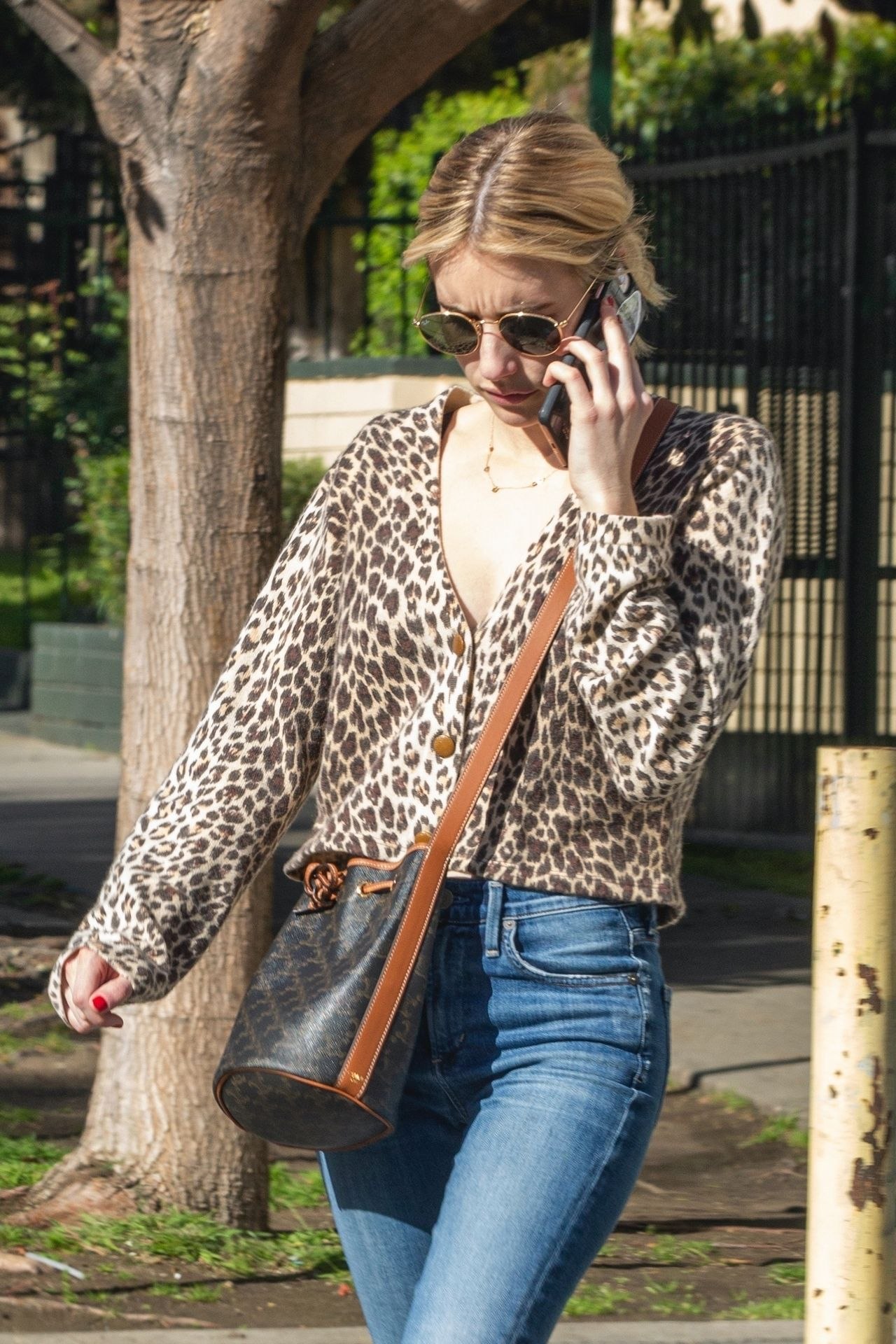 Kristen Stewart Brings Emma Roberts With Her To Check Out A New Apartment In Los Feliz 0022