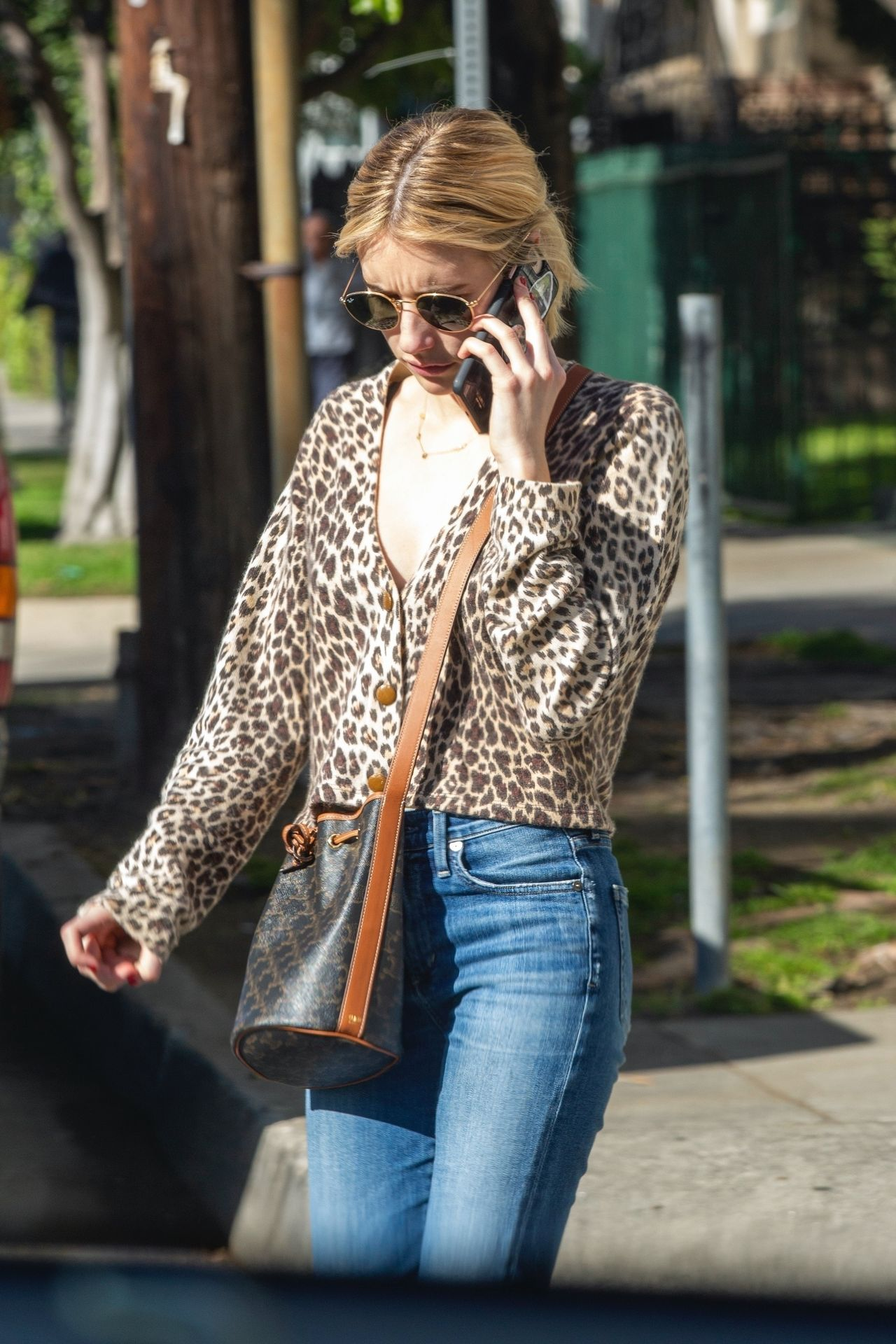 Kristen Stewart Brings Emma Roberts With Her To Check Out A New Apartment In Los Feliz 0023
