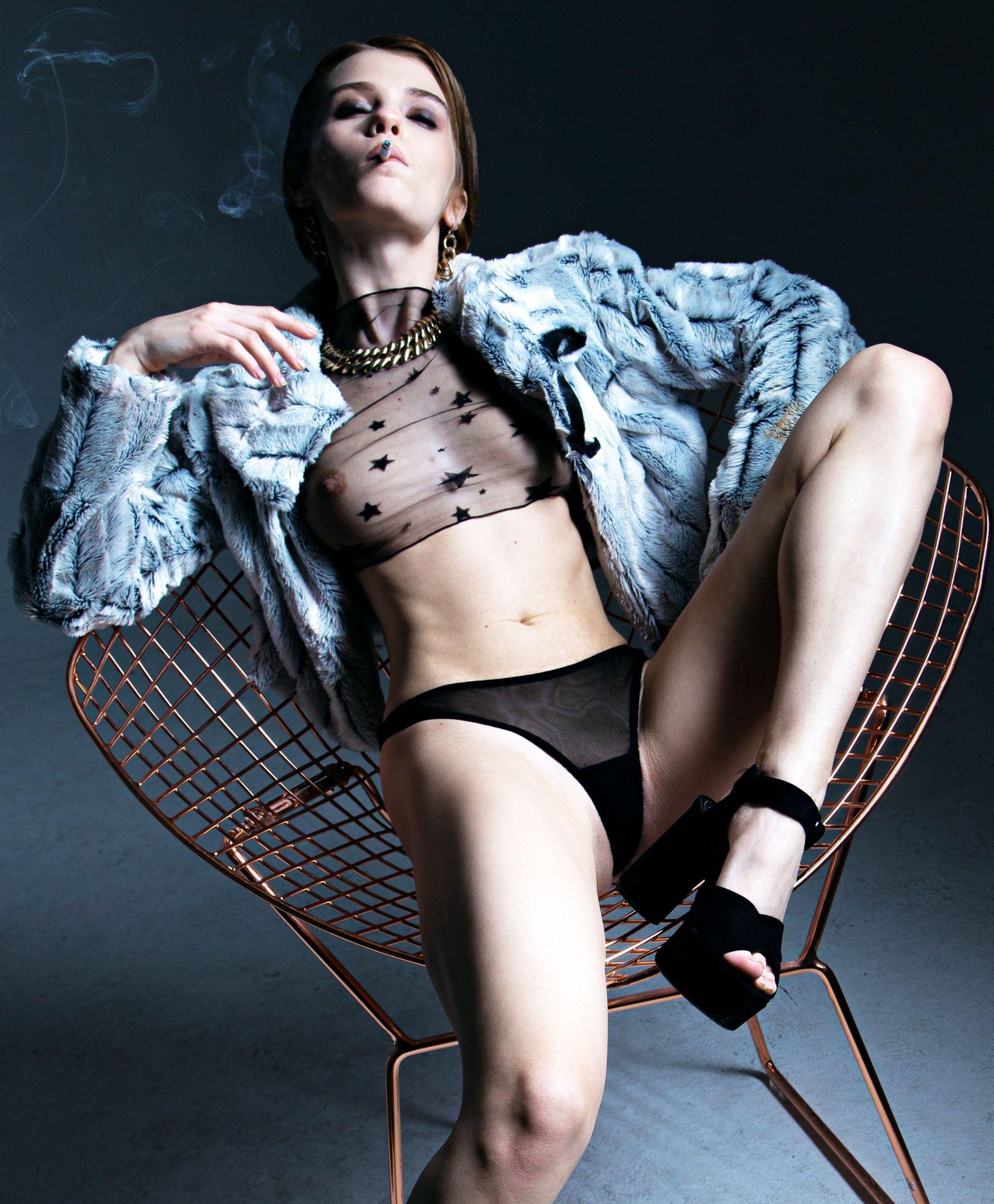 Marta Gromova Nude & Sexy 0001