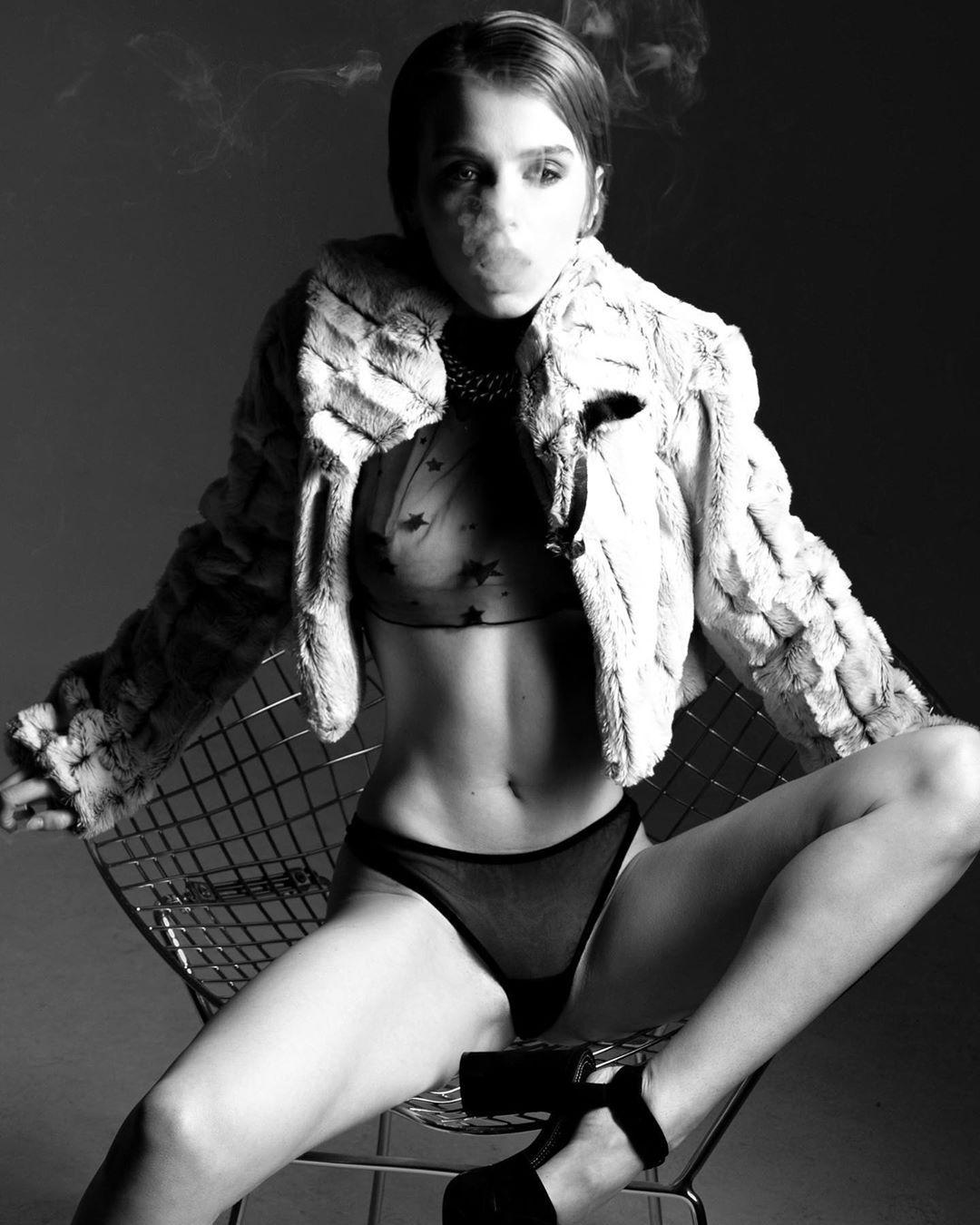 Marta Gromova Nude & Sexy 0014