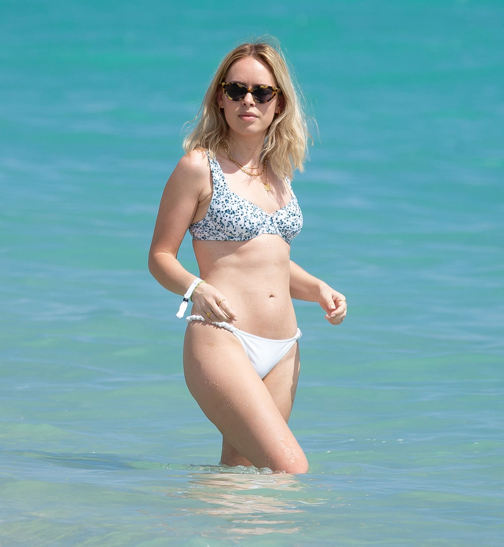 Tanya Burr Looks Phenomenal In A Sexy Bikini 0038