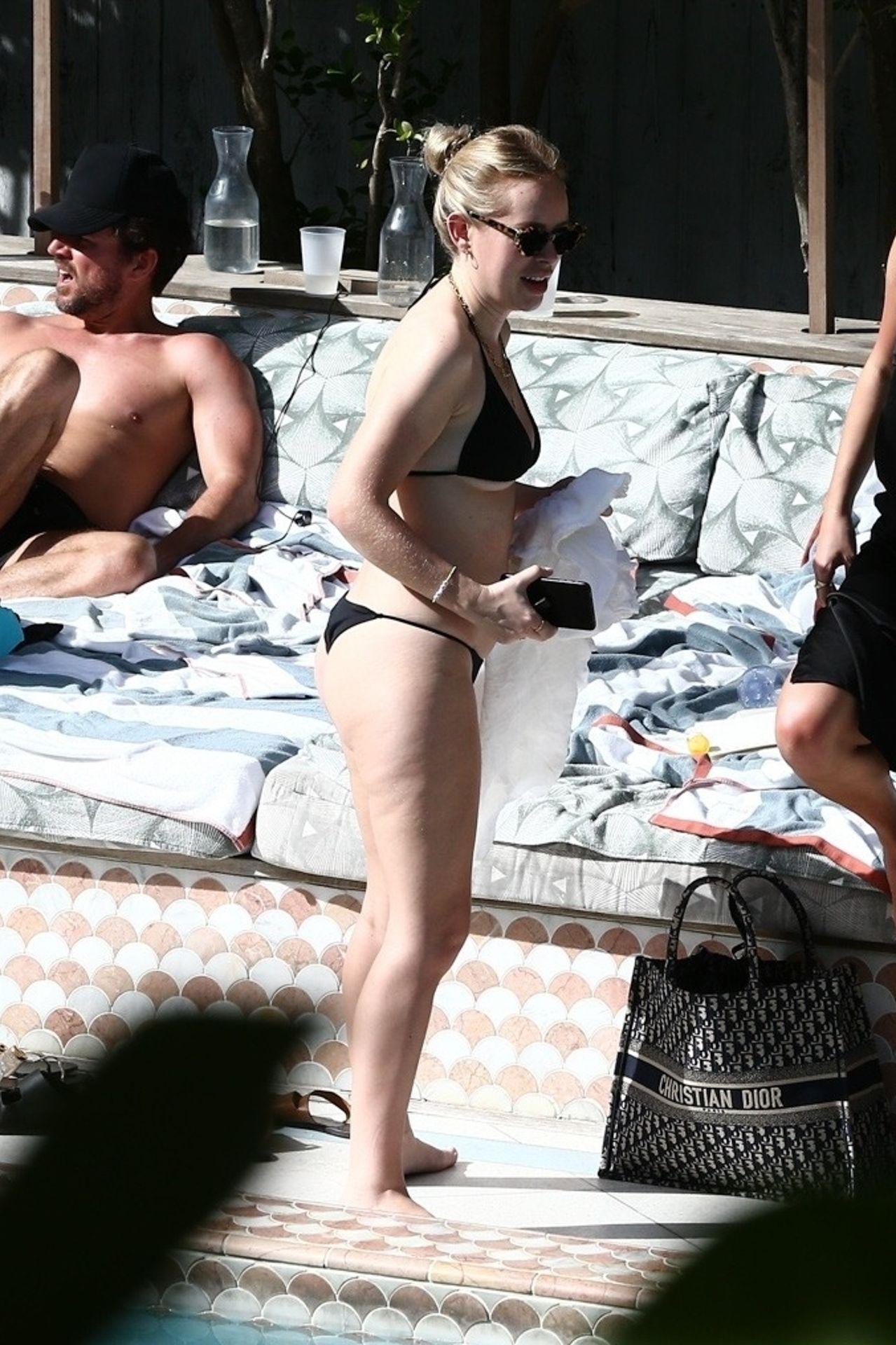 Tanya Burr Shows Off Her Figure In A Bikini 0012