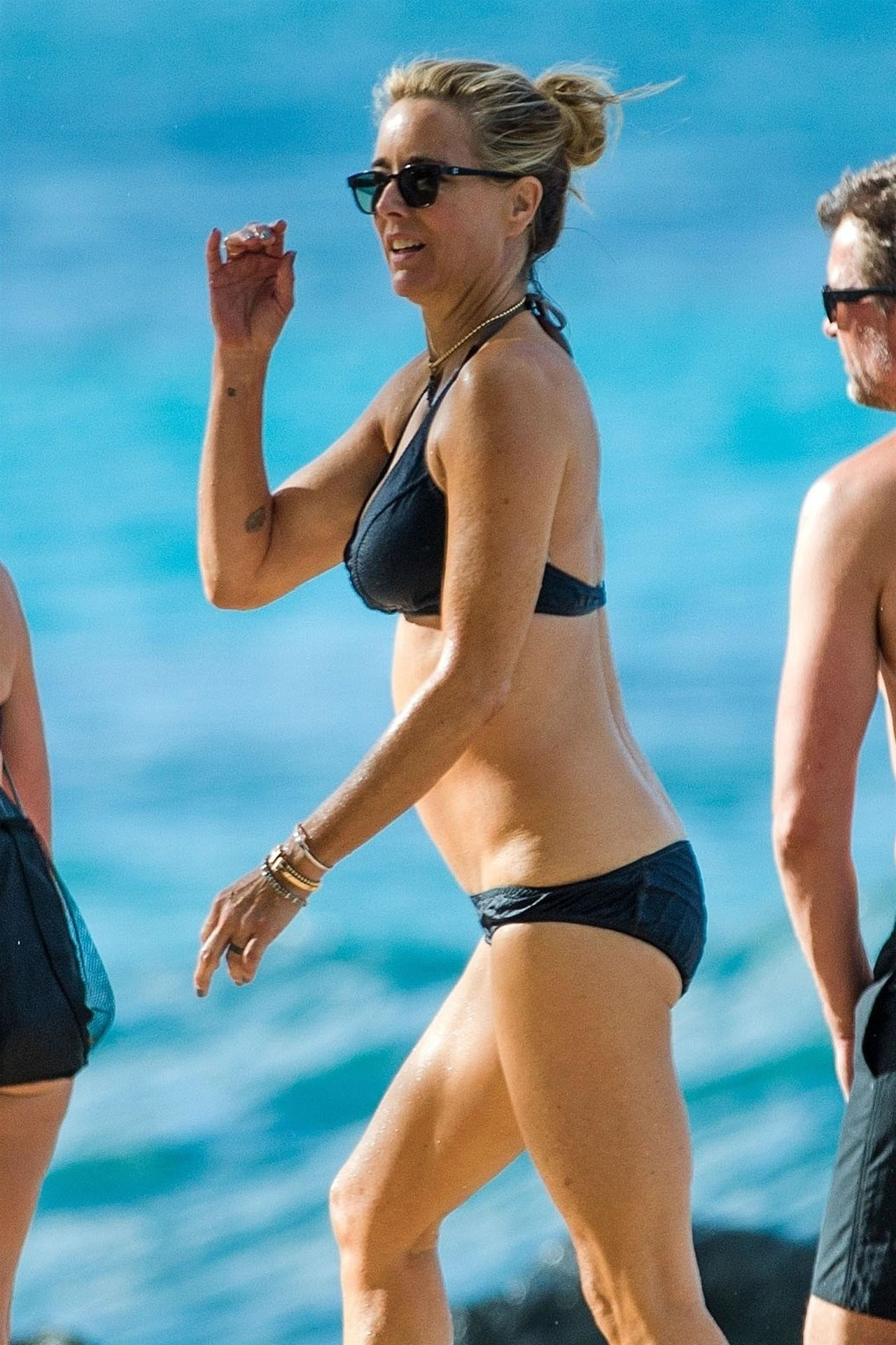 Tea Leoni Hits The Beach For Some Early Morning Sun In Barbados 0009