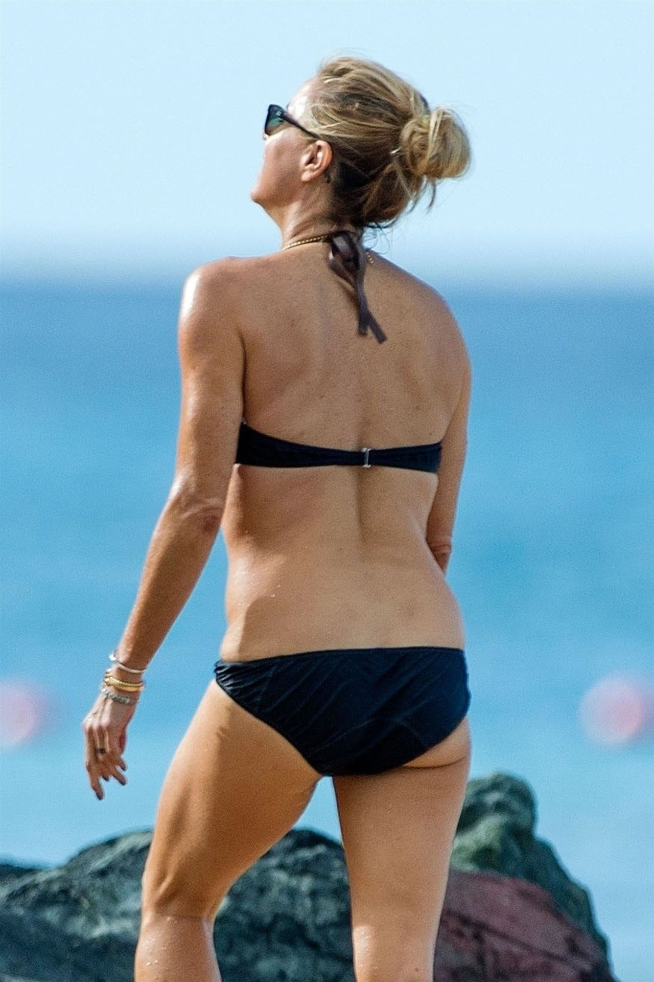 Tea Leoni Hits The Beach For Some Early Morning Sun In Barbados 0010