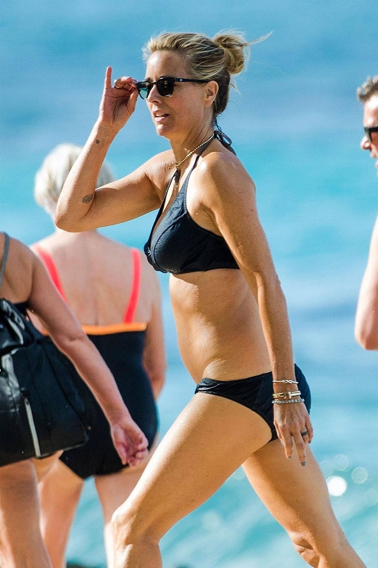 Tea Leoni Hits The Beach For Some Early Morning Sun In Barbados 0013
