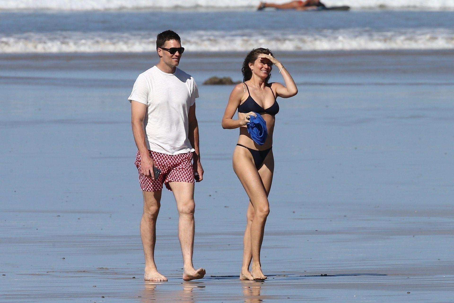 Tom Brady & Gisele Bundchen Pack On The Pda At The Beach 0007