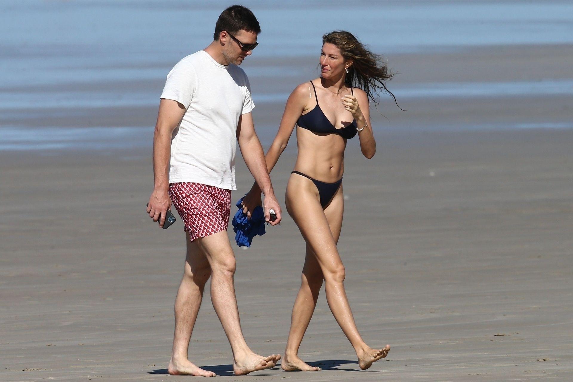 Tom Brady & Gisele Bundchen Pack On The Pda At The Beach 0008
