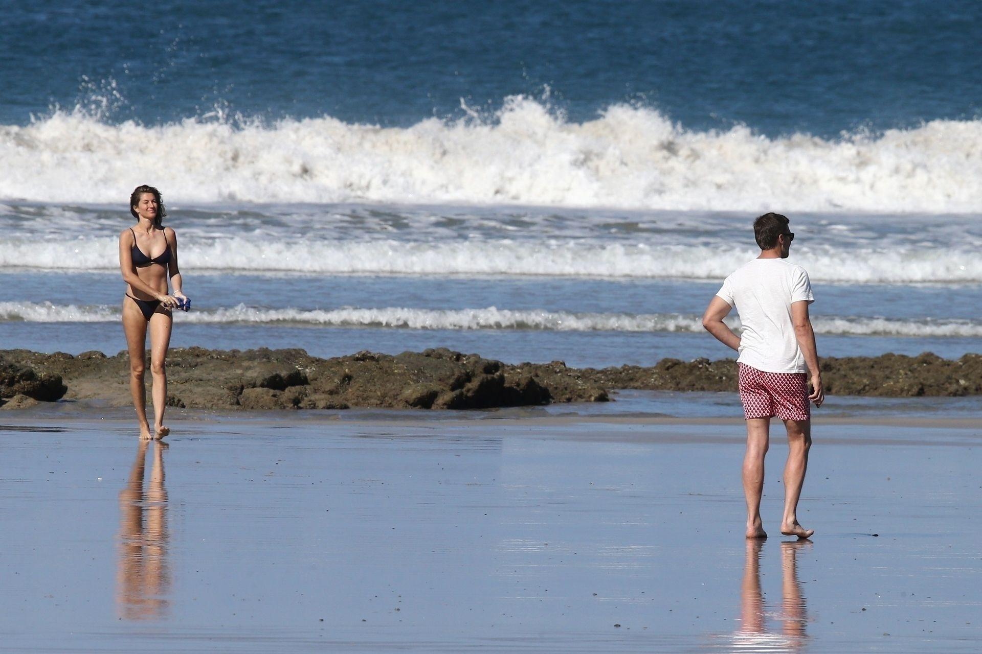 Tom Brady & Gisele Bundchen Pack On The Pda At The Beach 0014
