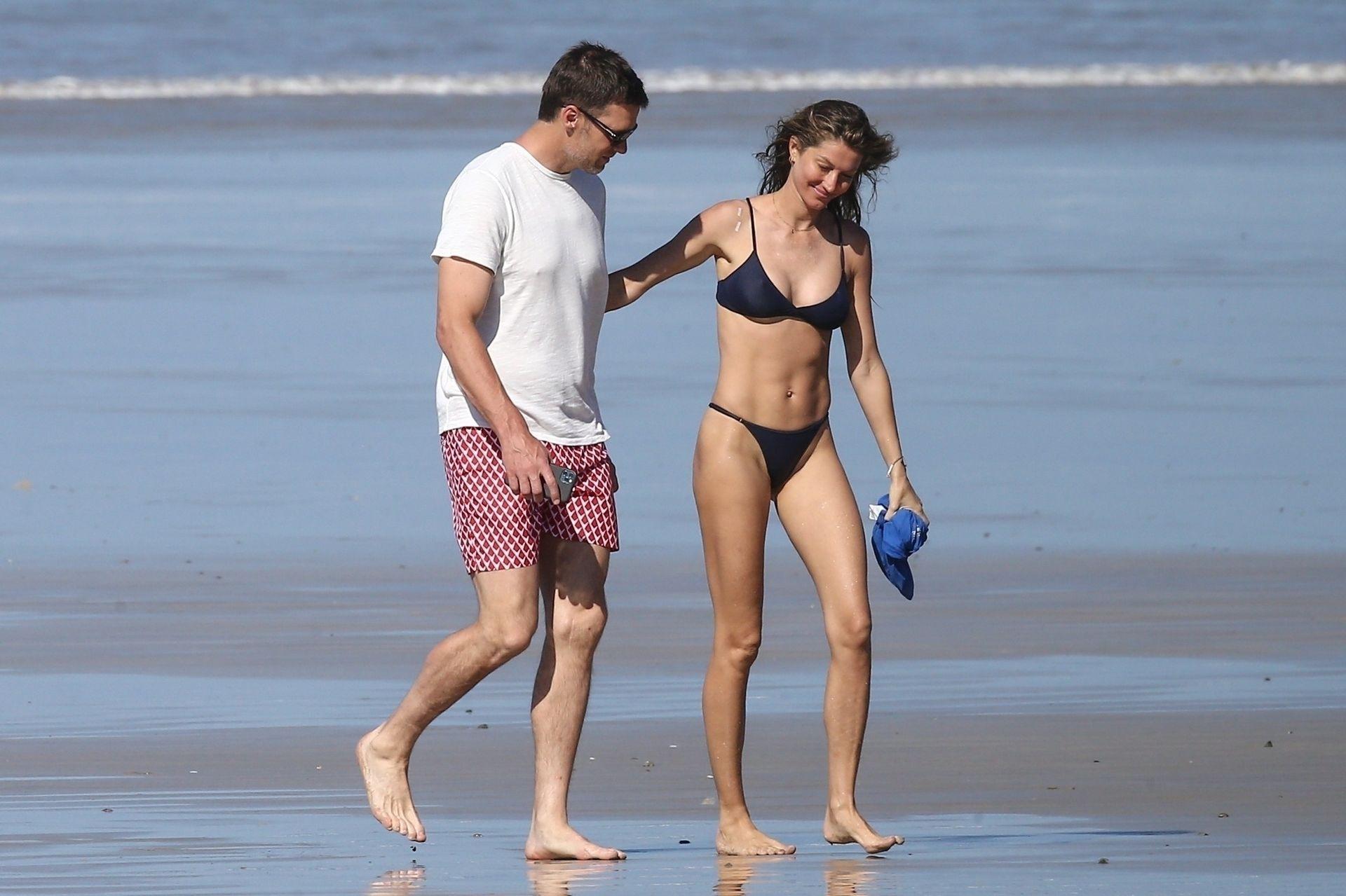 Tom Brady & Gisele Bundchen Pack On The Pda At The Beach 0015