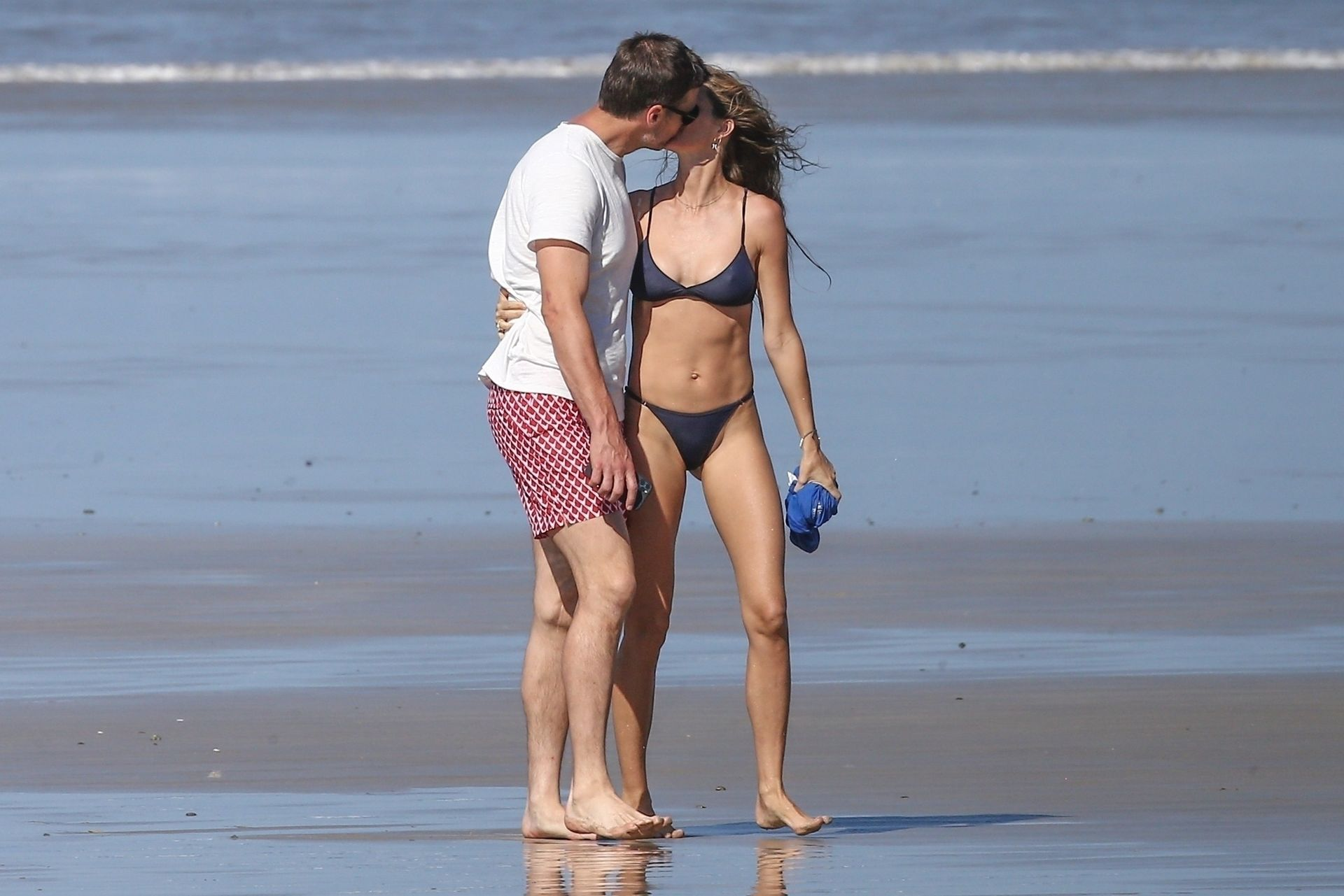 Tom Brady & Gisele Bundchen Pack On The Pda At The Beach 0018