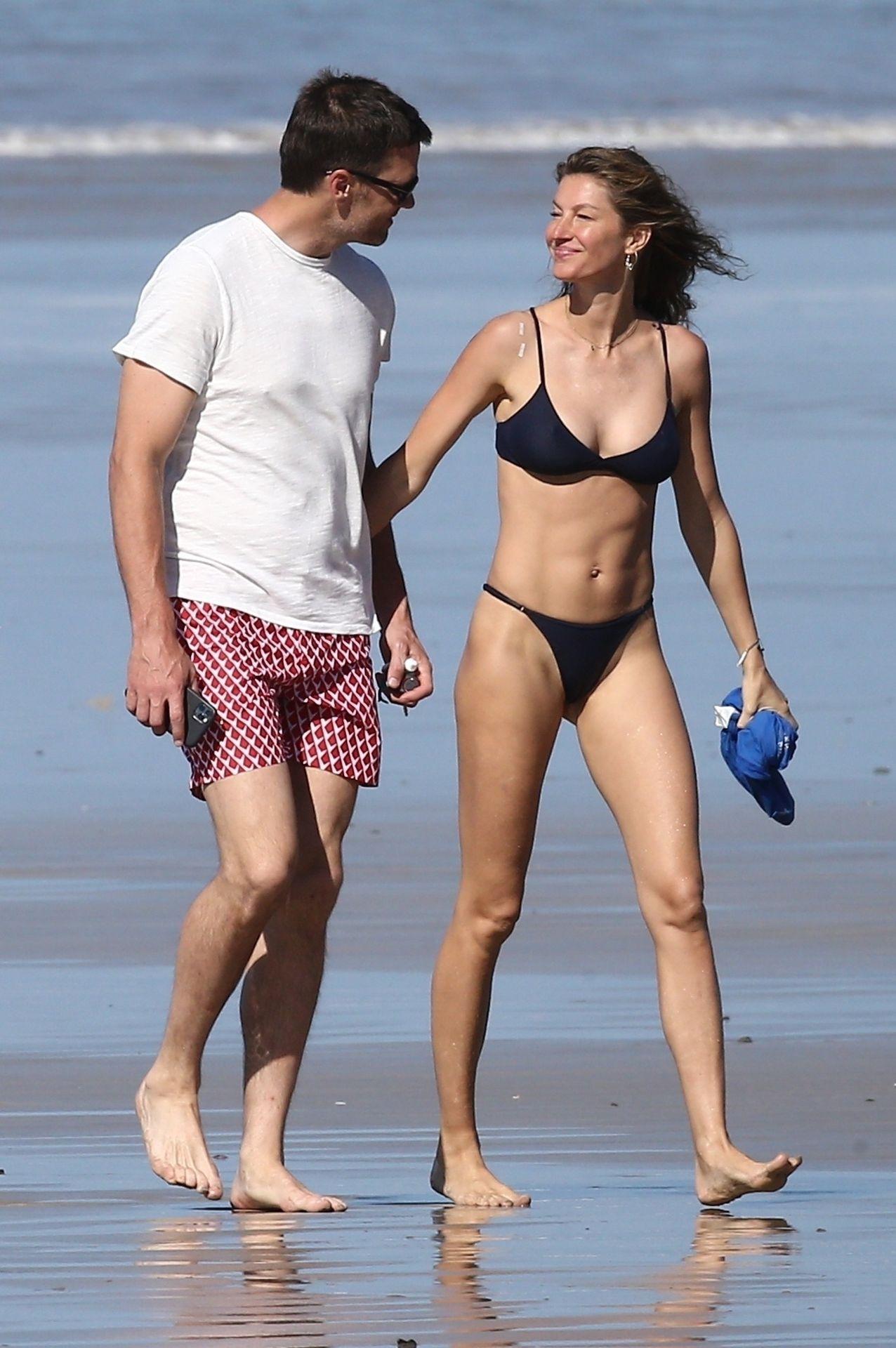 Tom Brady & Gisele Bundchen Pack On The Pda At The Beach 0023