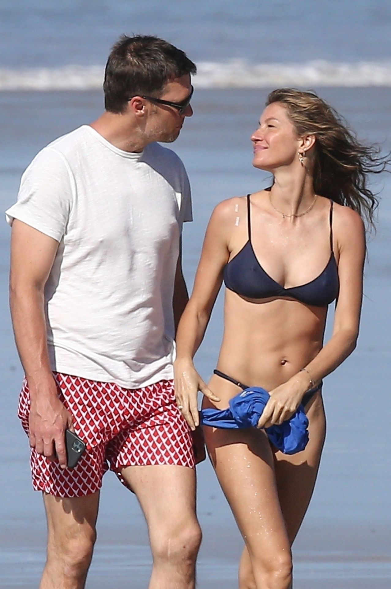 Tom Brady & Gisele Bundchen Pack On The Pda At The Beach 0031