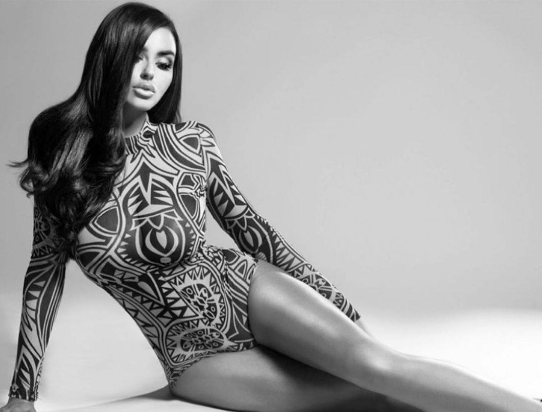 Abigail Ratchford Sexy Braless Breasts In Racy B&w Photoshoot 0004