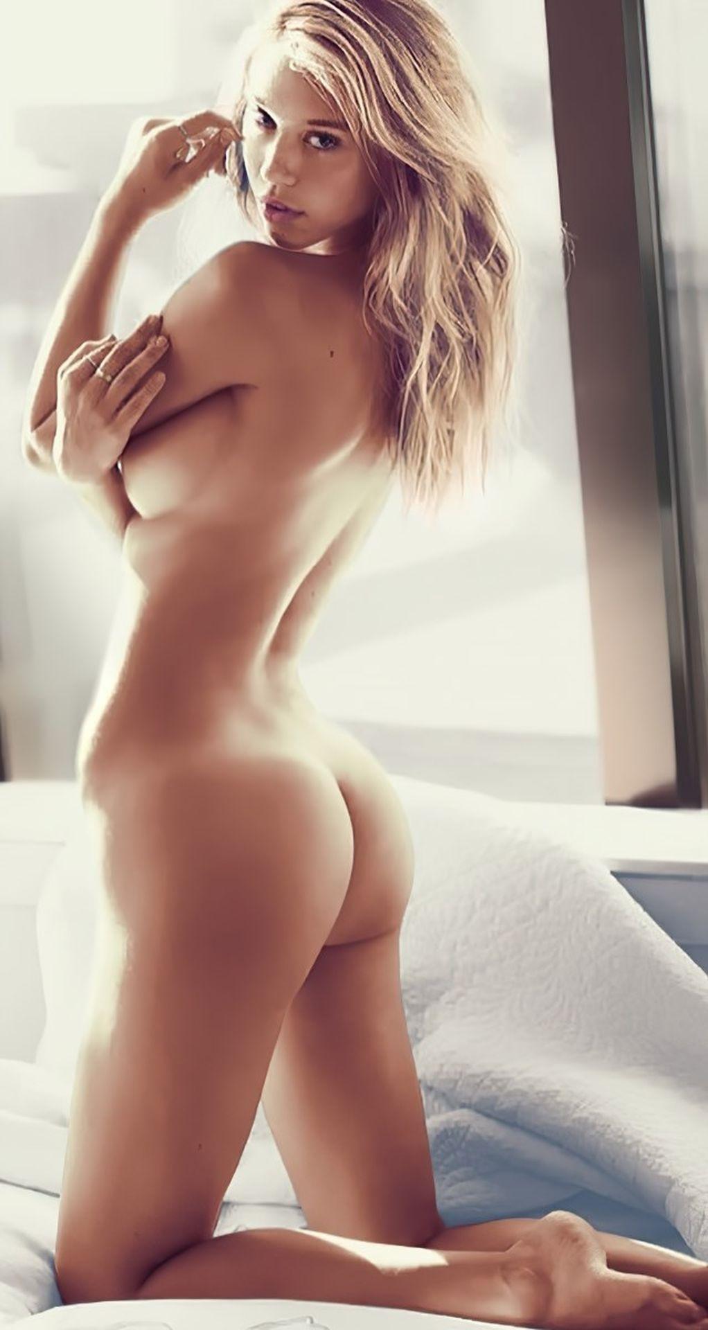 Alexis Ren Nude & Sexy0005