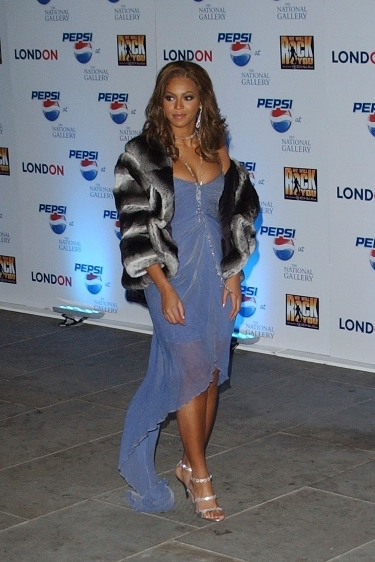 Beyonce Displays Her Cleavage At Pepsi Event In London 0001