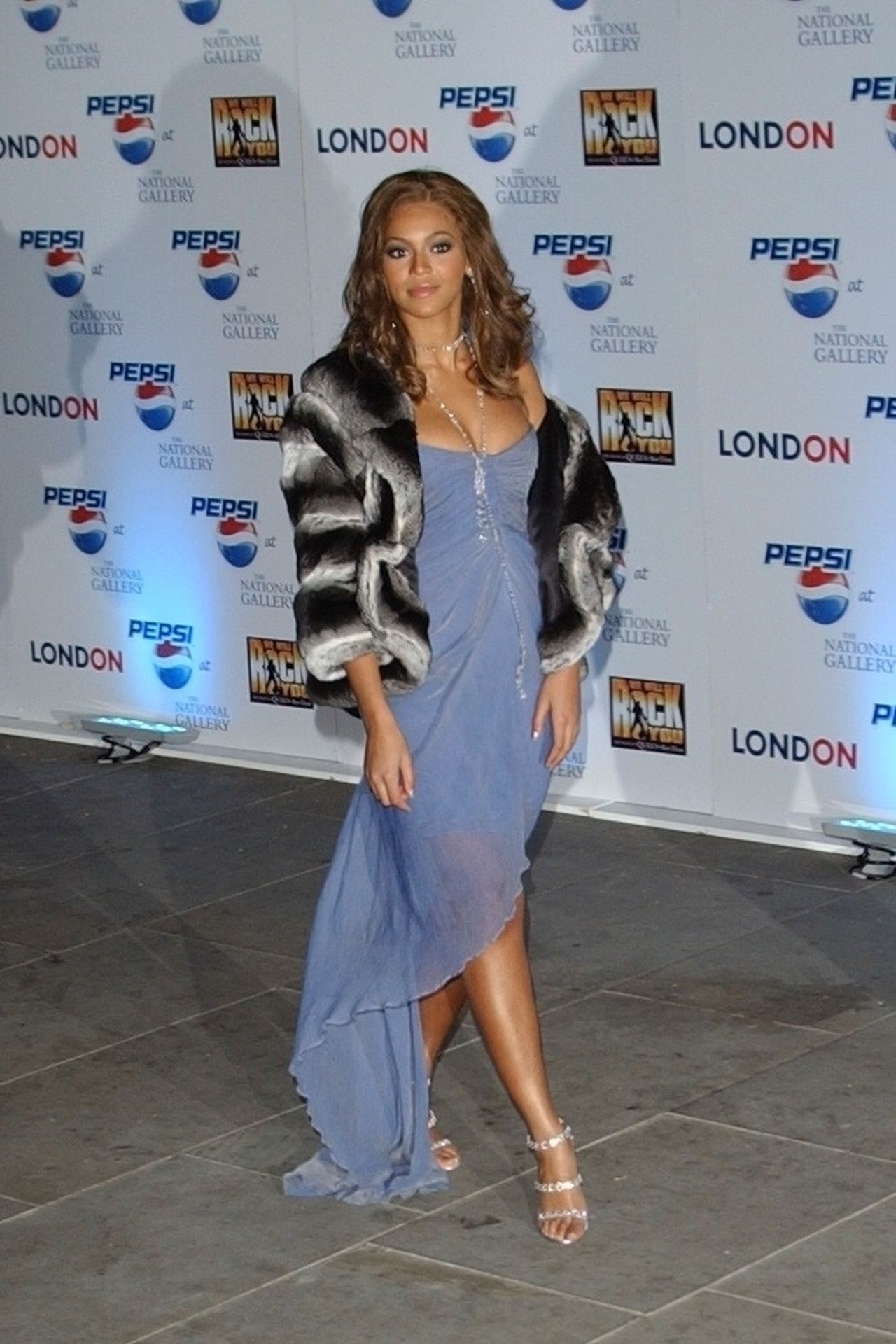 Beyonce Displays Her Cleavage At Pepsi Event In London 0002
