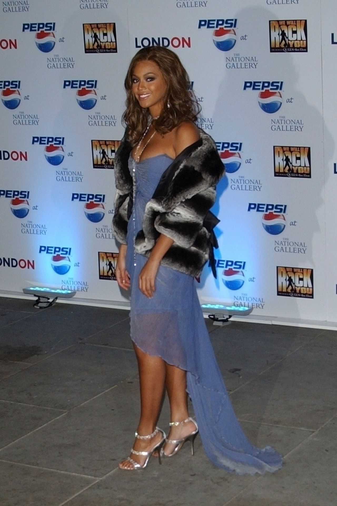 Beyonce Displays Her Cleavage At Pepsi Event In London 0004
