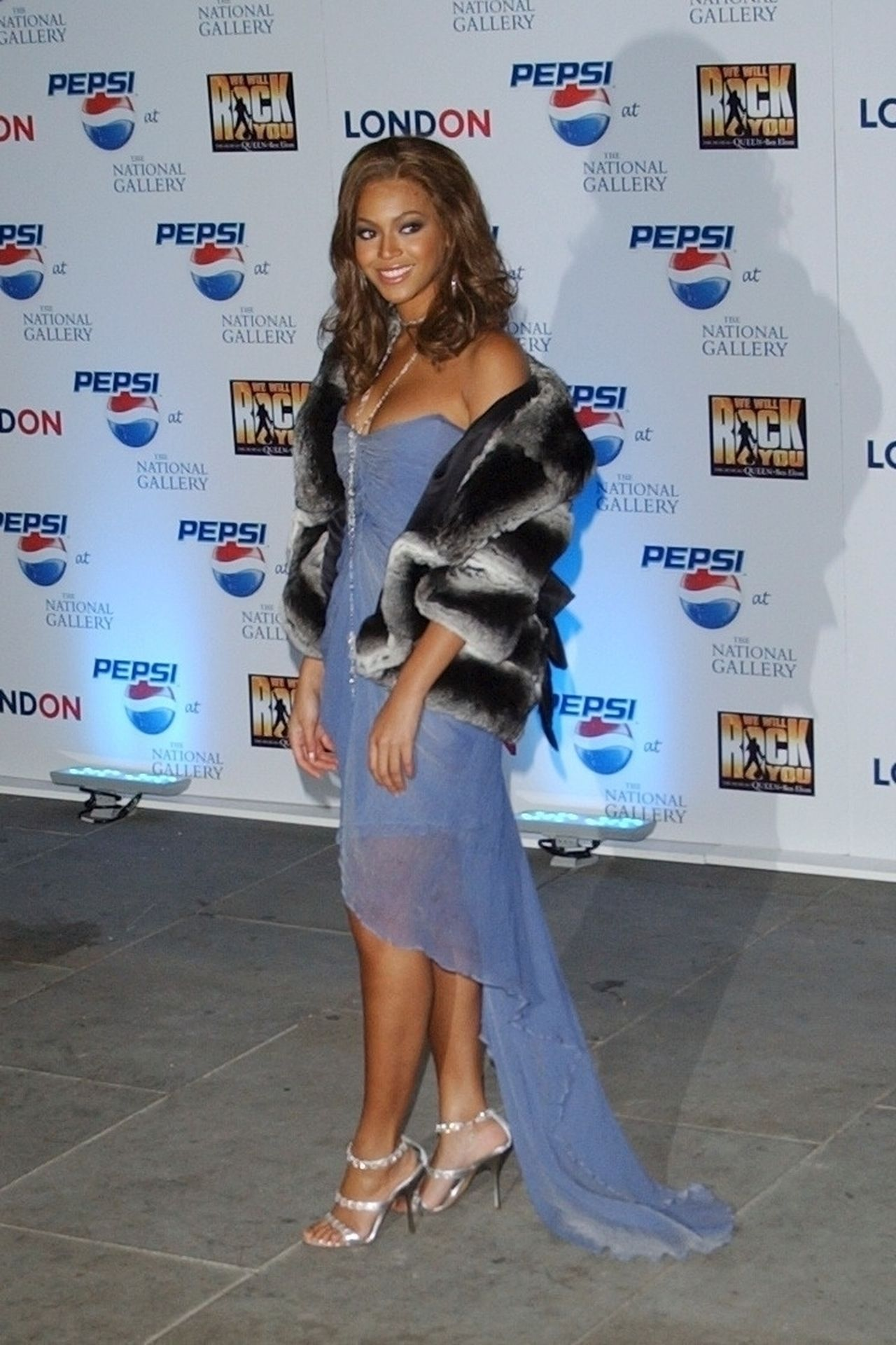 Beyonce Displays Her Cleavage At Pepsi Event In London 0005
