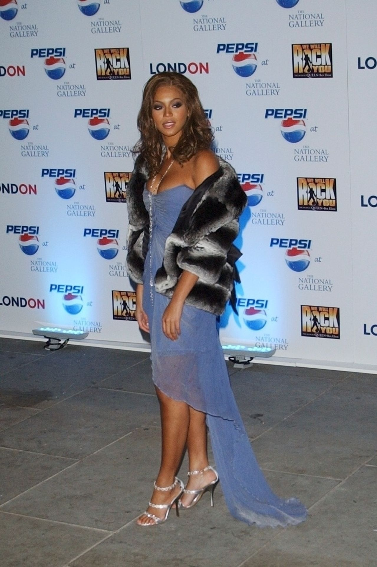 Beyonce Displays Her Cleavage At Pepsi Event In London 0006
