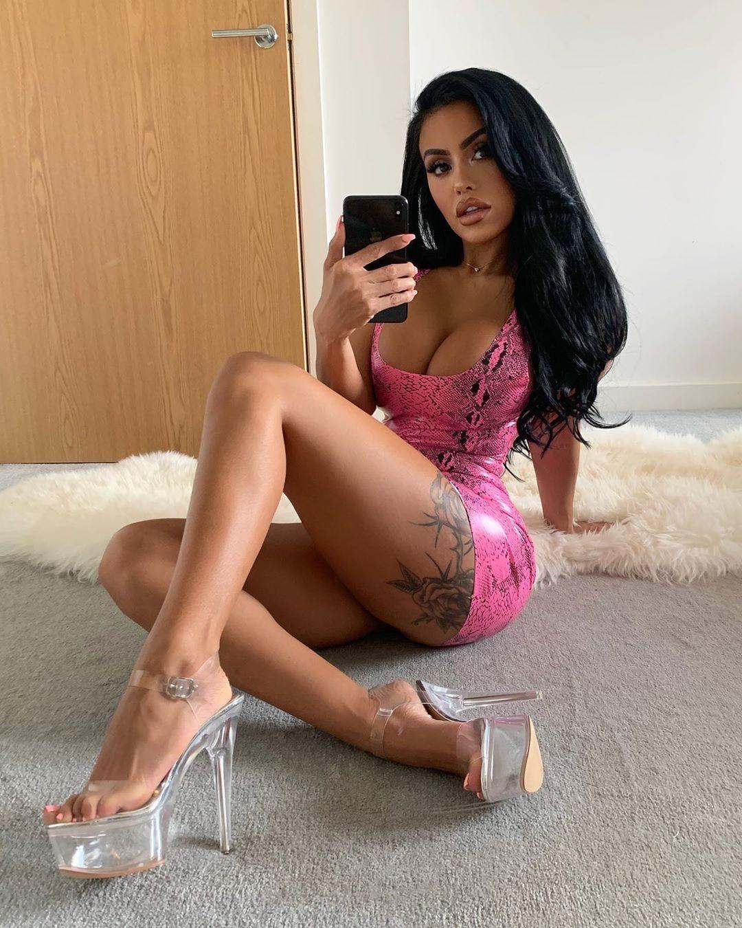 Chloe Saxon Nude & Sexy 0049