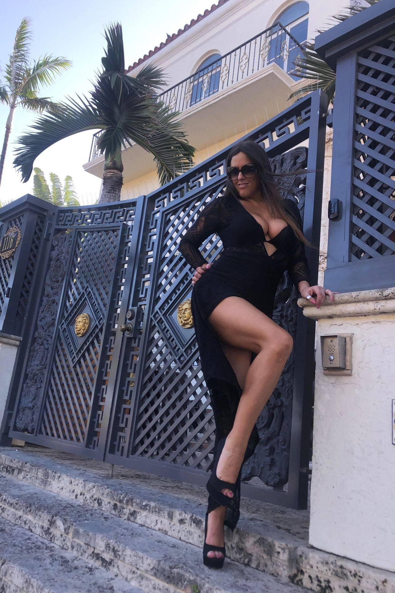 Claudia Romani – Sexy Legs And Big Boobs In Beautiful Black Dress 0003