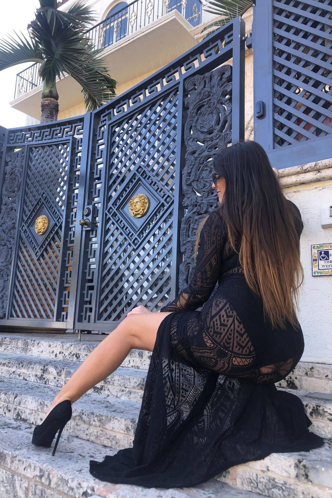 Claudia Romani – Sexy Legs And Big Boobs In Beautiful Black Dress 0005