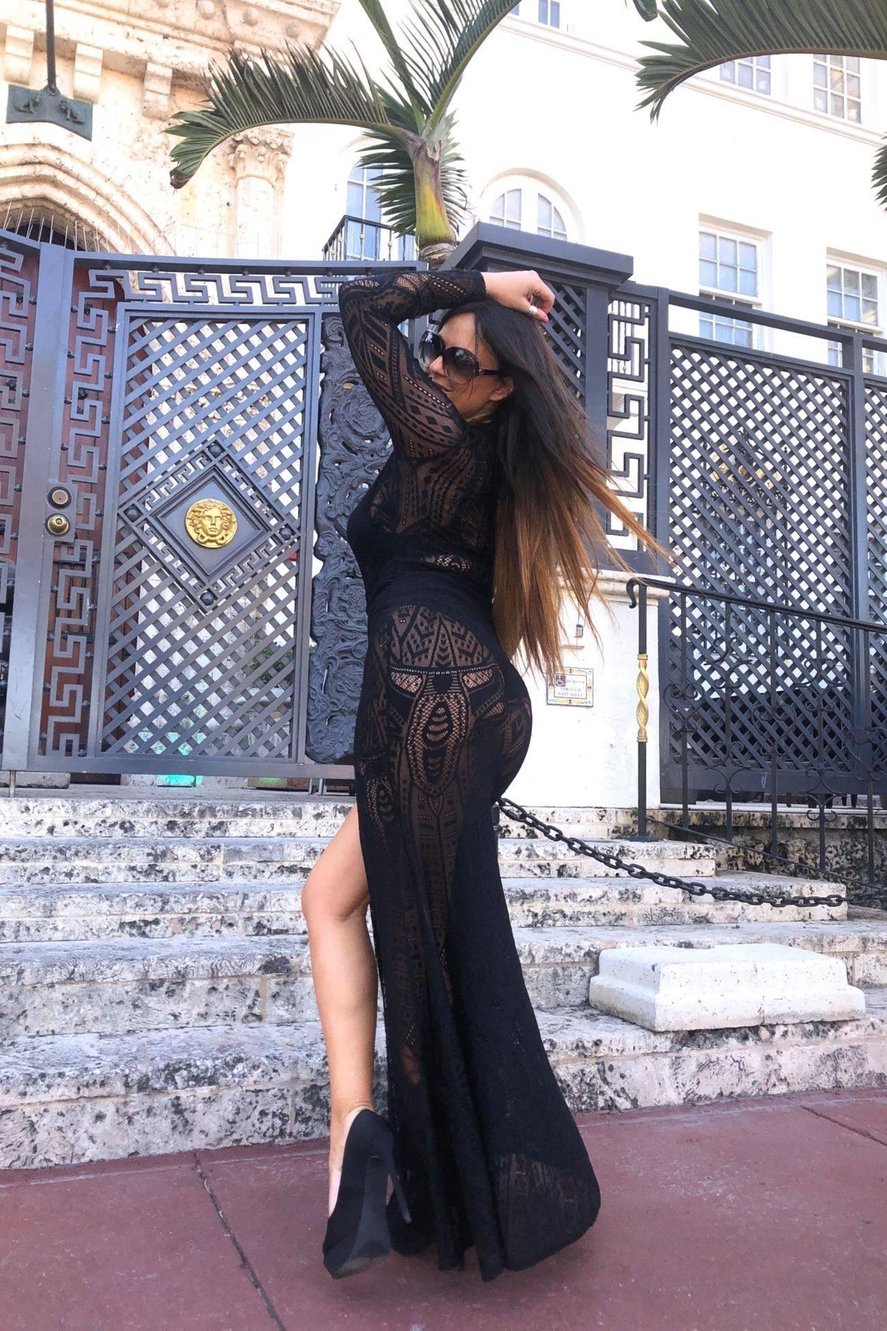 Claudia Romani – Sexy Legs And Big Boobs In Beautiful Black Dress 0006