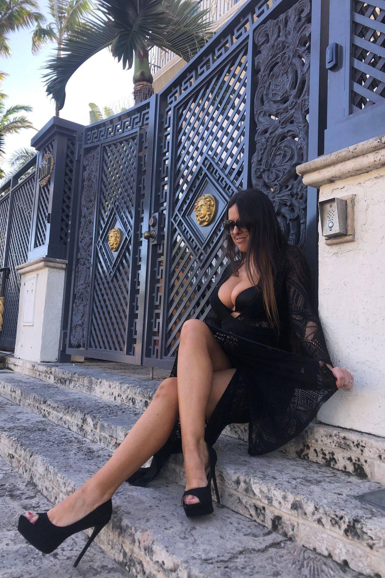 Claudia Romani – Sexy Legs And Big Boobs In Beautiful Black Dress 0007