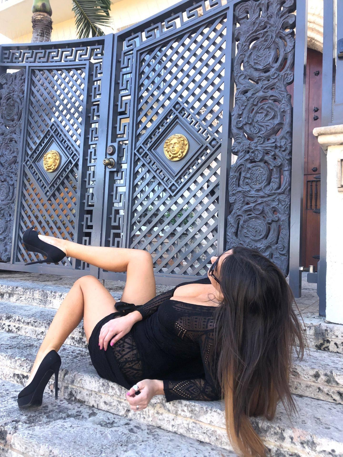 Claudia Romani – Sexy Legs And Big Boobs In Beautiful Black Dress 0009